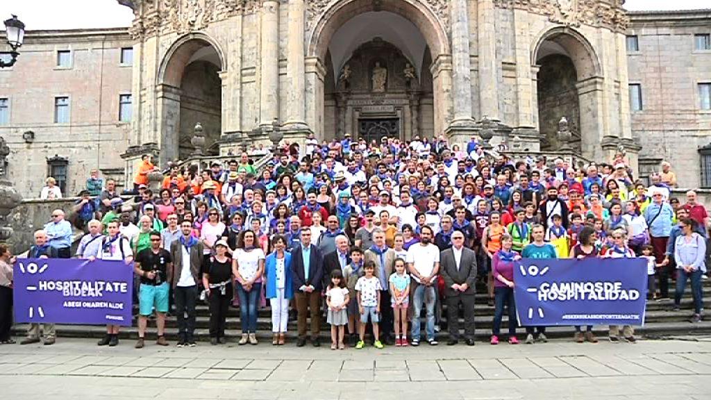 """El Lehendakari recibe al grupo de personas refugiadas que participa en la marcha solidaria """"Caminos de Hospitalidad """""""