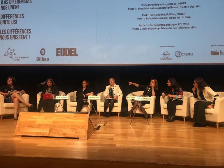 Basqueskola eta Gizonduz ekimenak praktika on bezala aurkeztuak izan dira Europako Udalerrien eta Eskualdeen Kontseiluaren (CMRE) biltzarrean