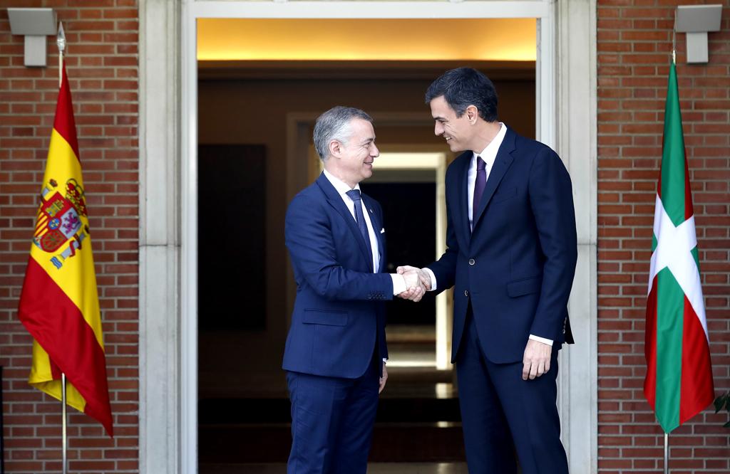 Urkullu Lehendakariak eta Sánchez Presidenteak egiteko dauden transferentziak aztertu eta negoziatzeko lantalde bat eratzea erabaki dute