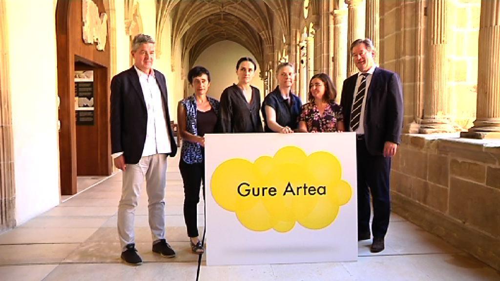 Las artistas Gema Intxausti, Erlea Maneros y las responsables del colectivo Bulegoa z/b son las ganadoras de los premios Gure Artea de este año