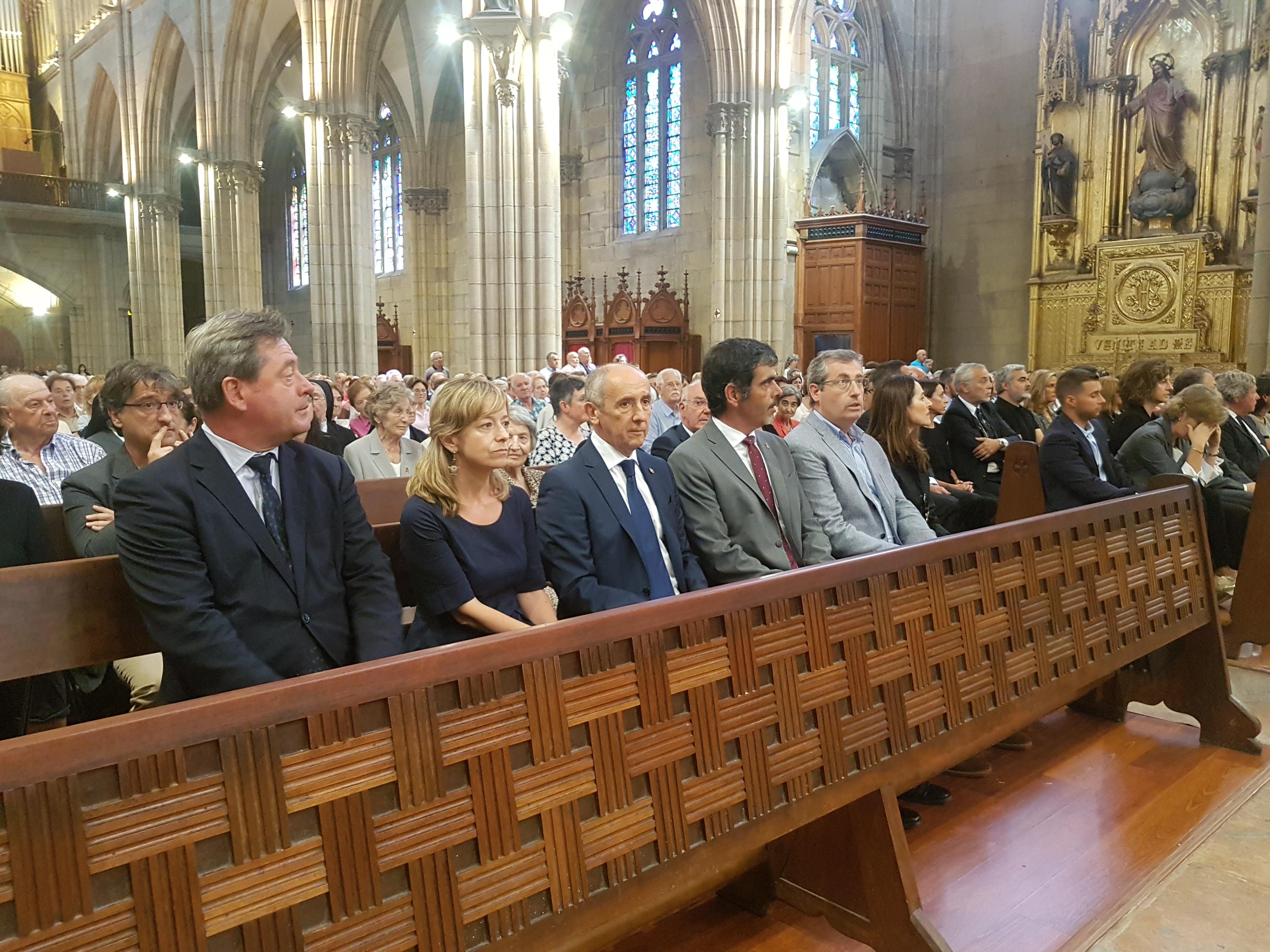 Josu Erkoreka y Bingen Zupiria han acudido a la misa funeral del obispo emérito de San Sebastián, José María Setien
