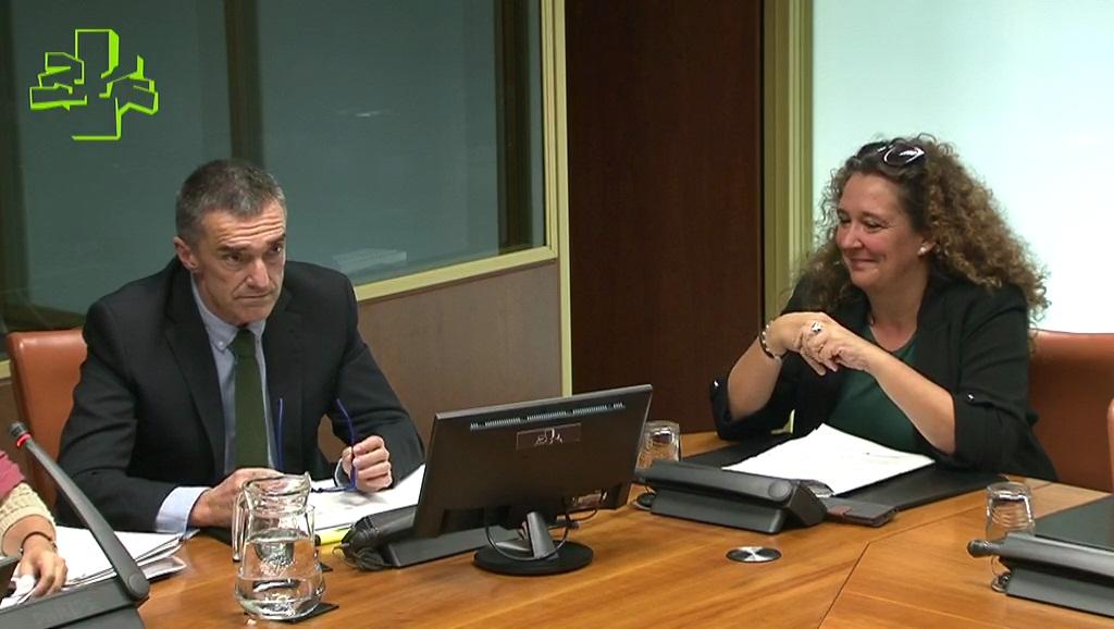 """Jonan Fernández explica en el Parlamento que el acuerdo de modificación de la Ley Vasca de Reparación De Víctimas busca """"reforzar sus garantías jurídicas"""""""