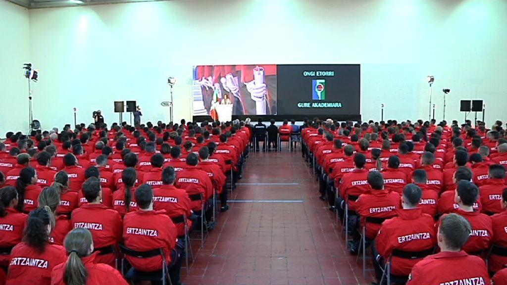 Ertzainetarako 379 izangaik hasi dute prestakuntza-ikastaroa Polizia eta Larrialdietako Euskal Akademian