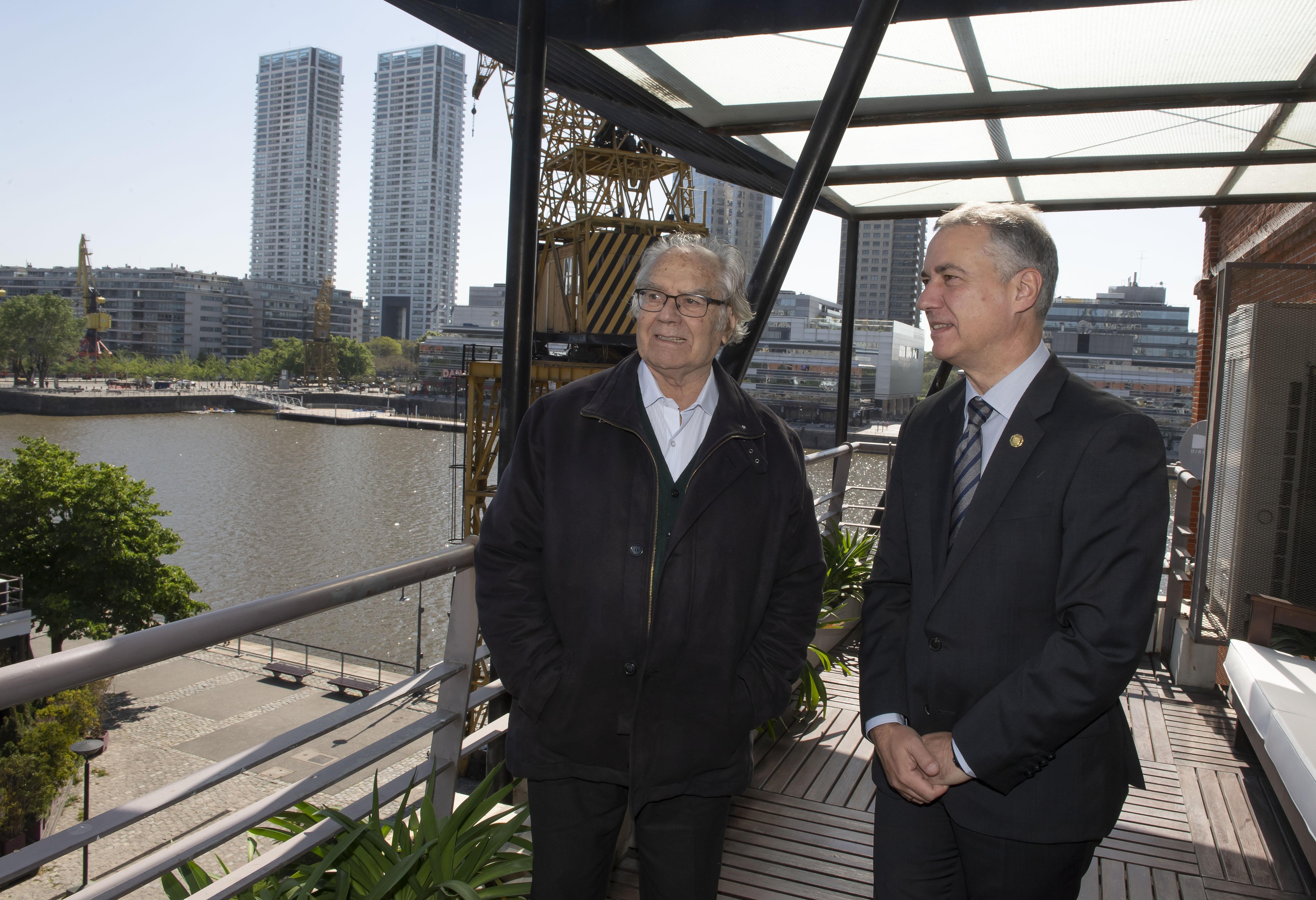 El Lehendakari mantiene un encuentro con el Premio Nobel de la Paz, Adolfo Pérez Esquivel en el marco de su viaje oficial a Argentina
