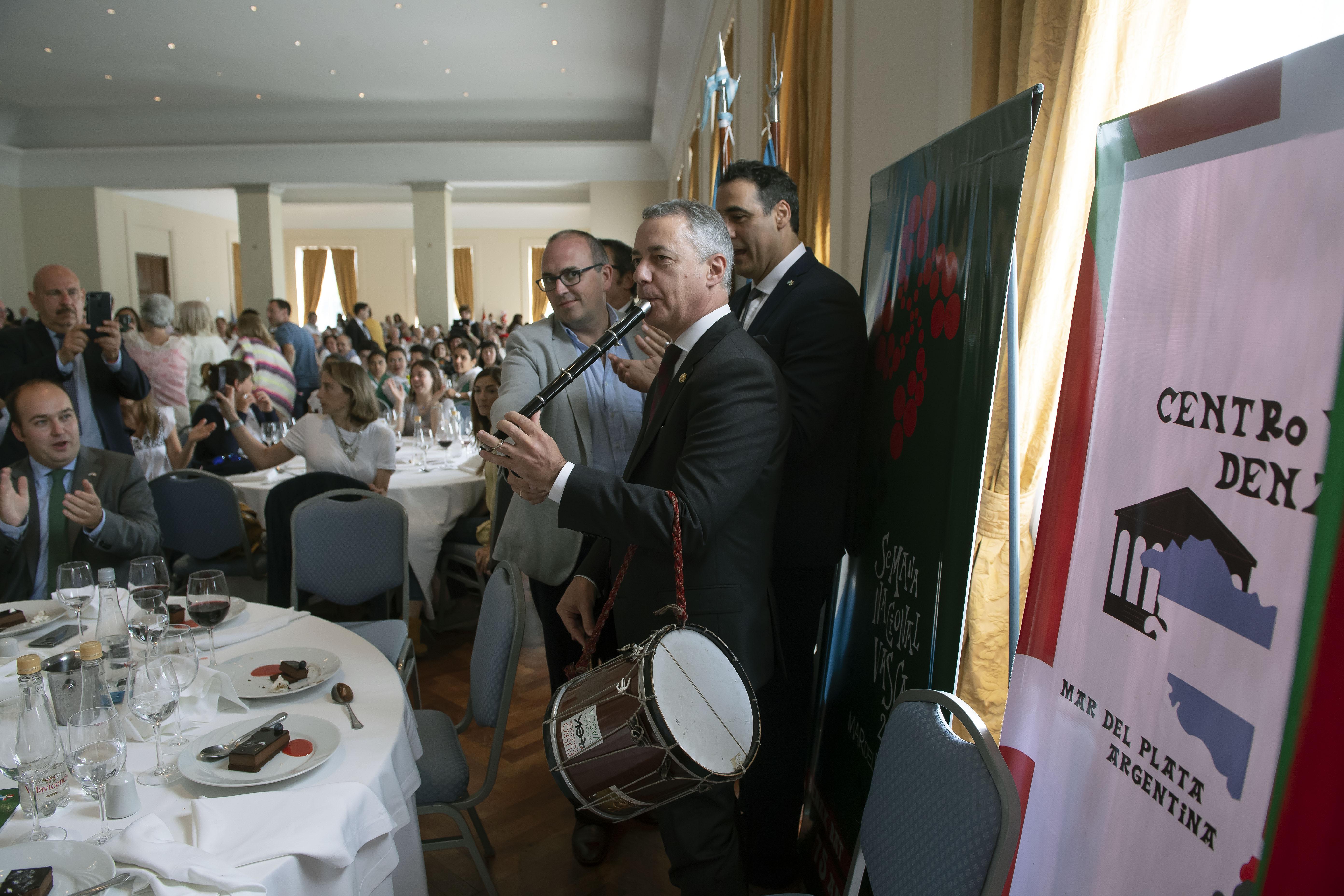 El Lehendakari se despide de la Semana Nacional Vasca ante 1000 personas