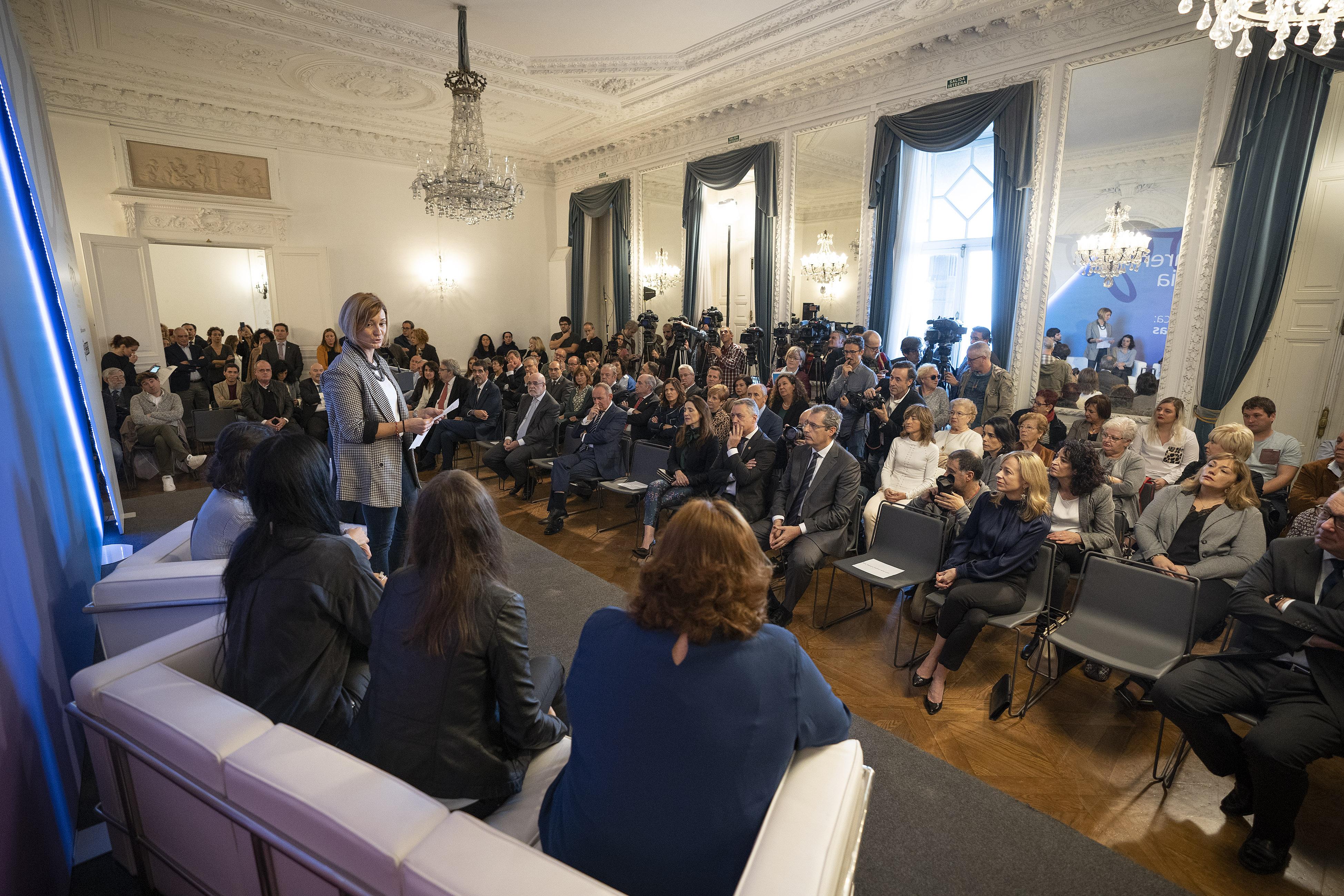 """El Lehendakari destaca en el Día de la Memoria que """"todas las víctimas merecen un reconocimiento y una reparación"""""""