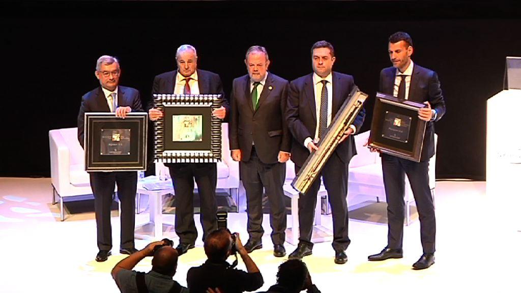 """El Consejero Azpiazu clausura la entrega de los Premios 2017 de la Fundación Empresa Vasca y Sociedad y Kutxabank: """"La noche de la empresa vasca""""."""