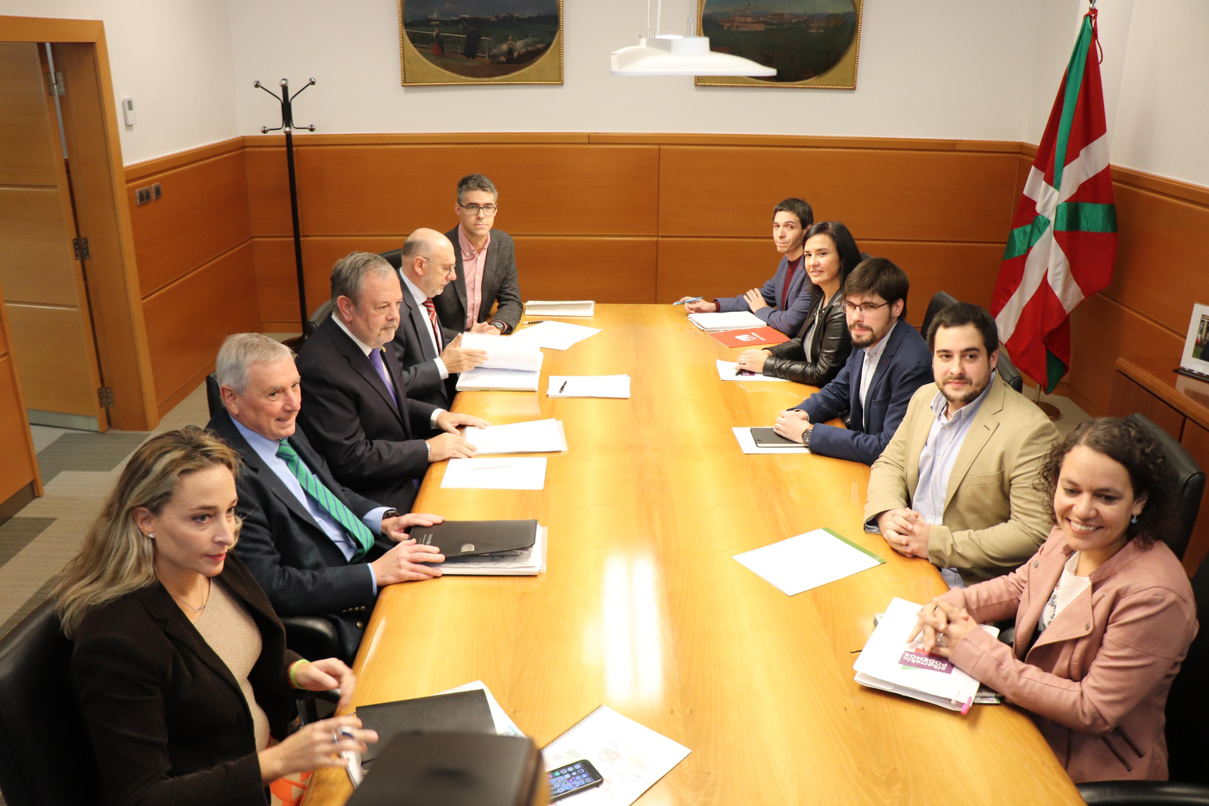 El Consejero Azpiazu se reunirá con representantes de ELKARREKIN PODEMOS para continuar con las negociaciones  tras las comparecencias de los departamentos, de cara a lograr un acuerdo de los Presupuestos 2019
