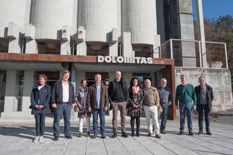 Iñigo Urkullu Lehendakariak Dolomitas del Norte fabrikari lotutako ondare industriala bisitatu du, Eusko Jaurlaritzaren laguntzari esker  berreskuratutako ondarea