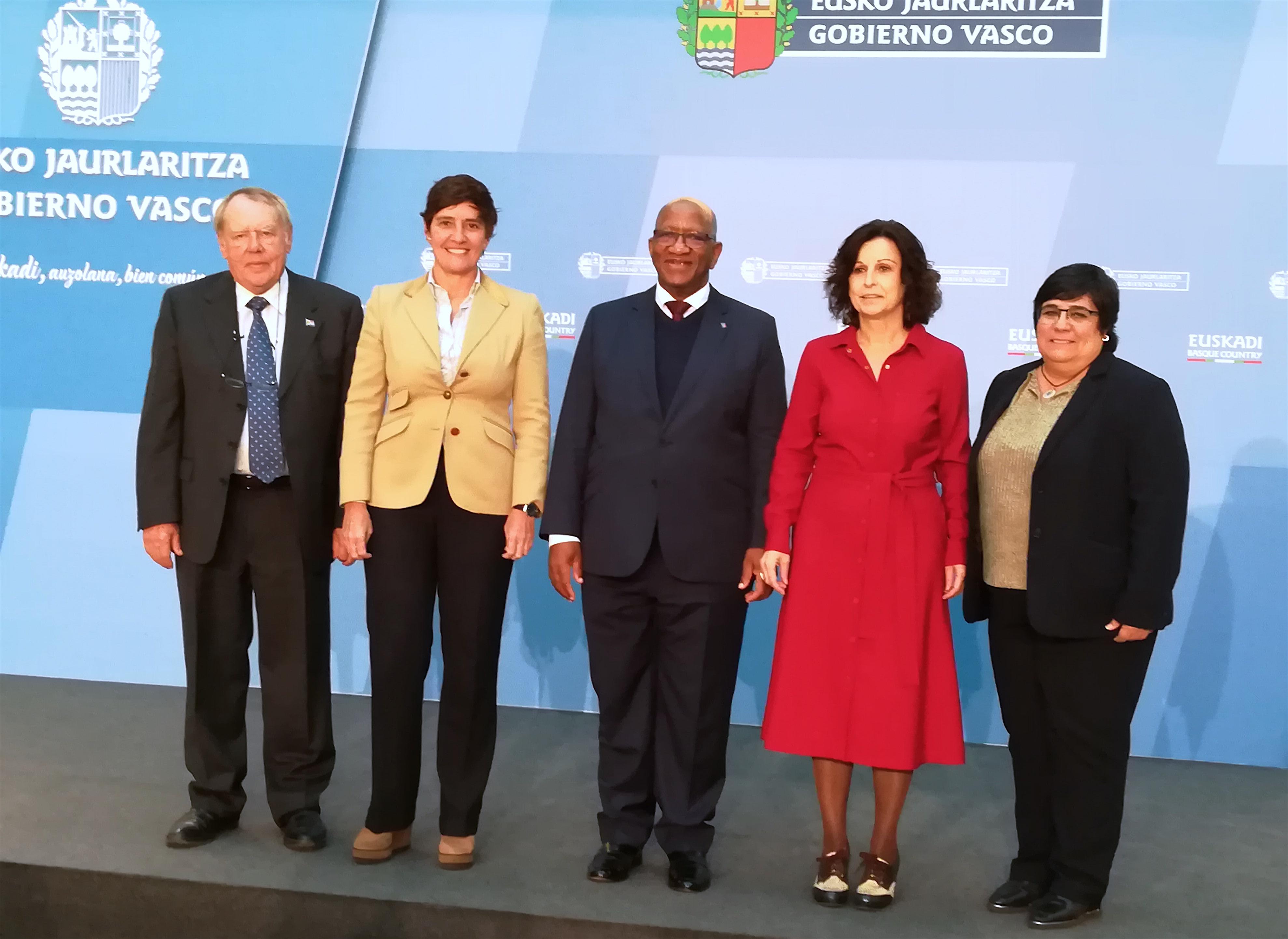 Marian Elorza recibe al Embajador de Sudáfrica