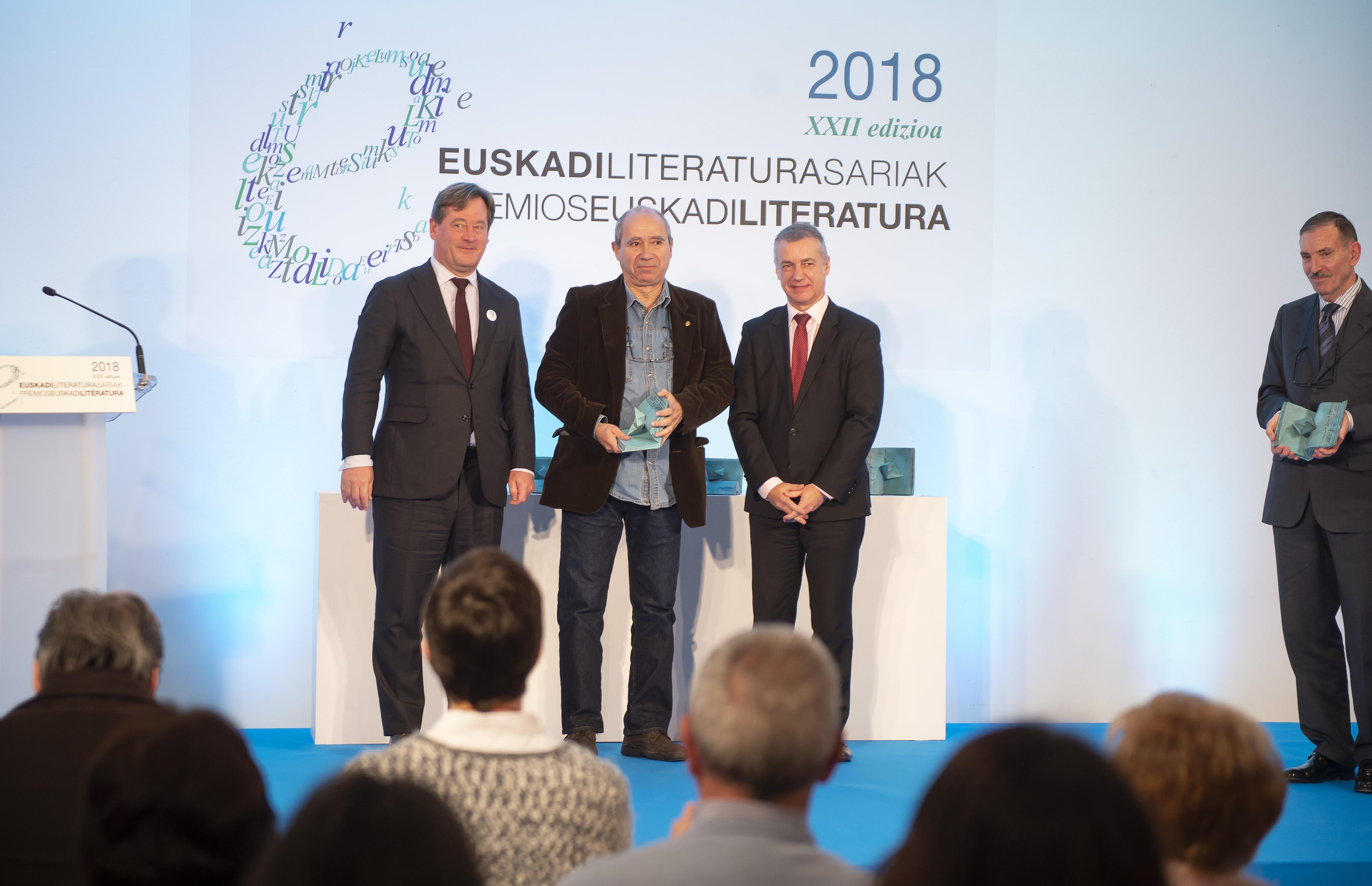 2018_11_27_lhk_premios_literatura_07.jpg