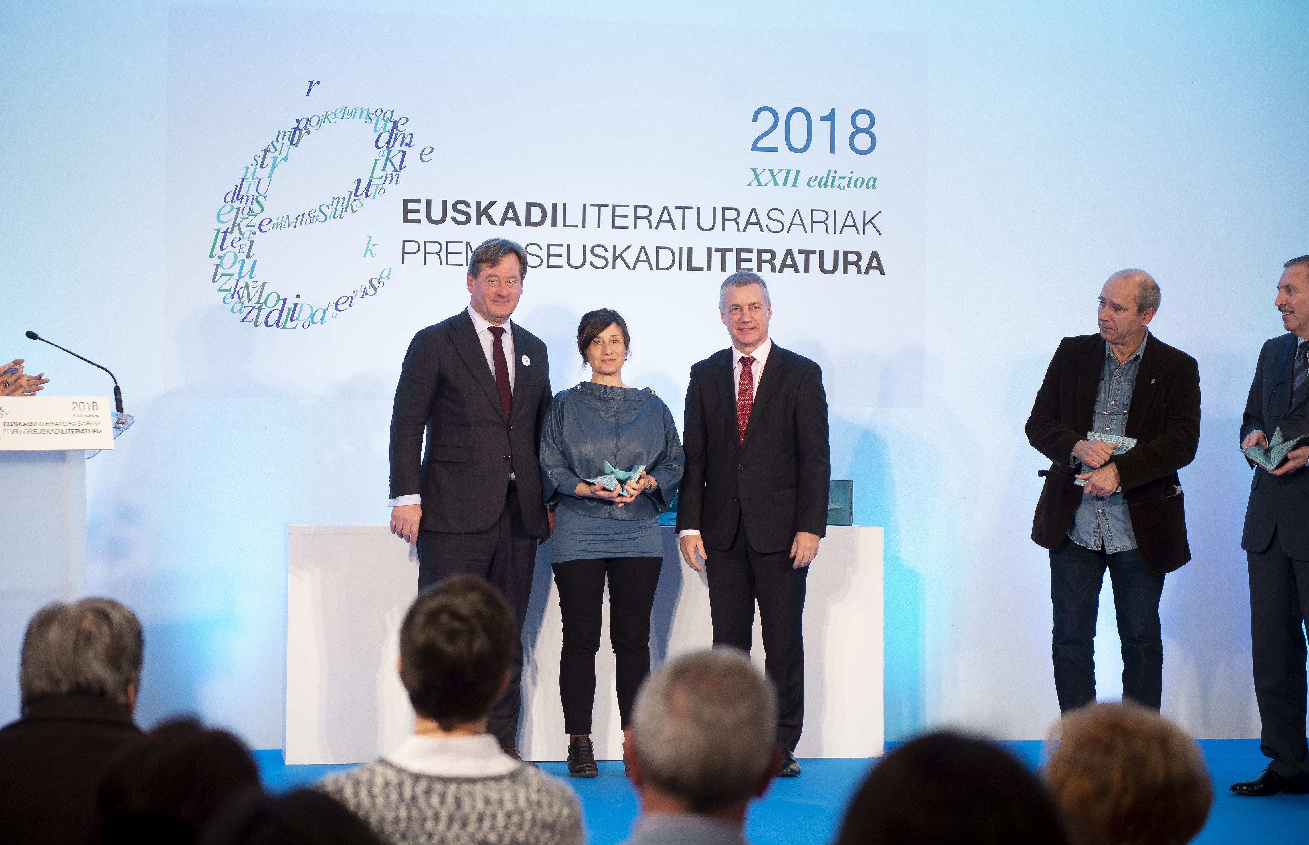 2018_11_27_lhk_premios_literatura_08.jpg