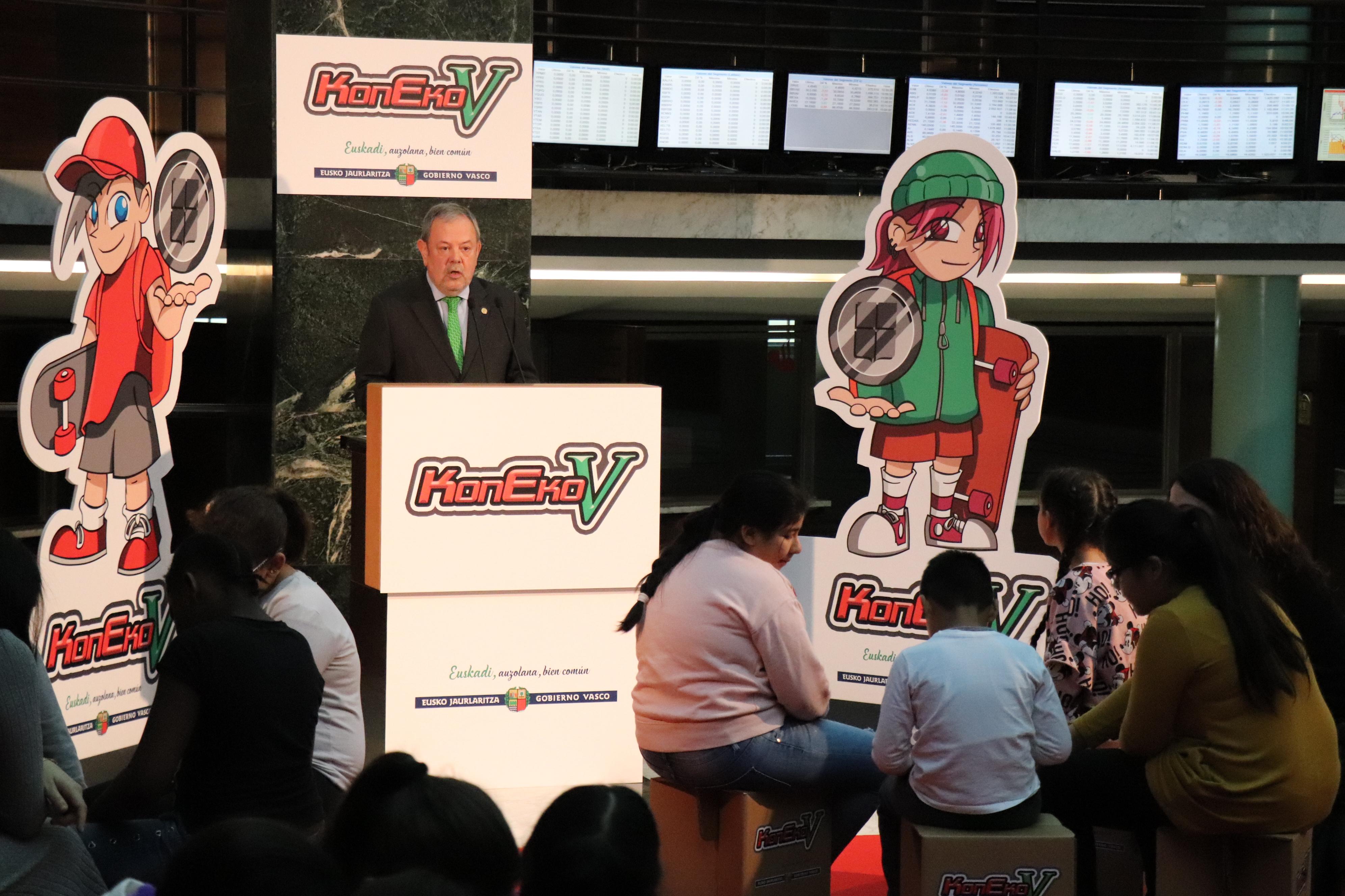 El Consejero Pedro Azpiazu presenta el videojuego sobre el Concierto Económico en su 140 aniversario