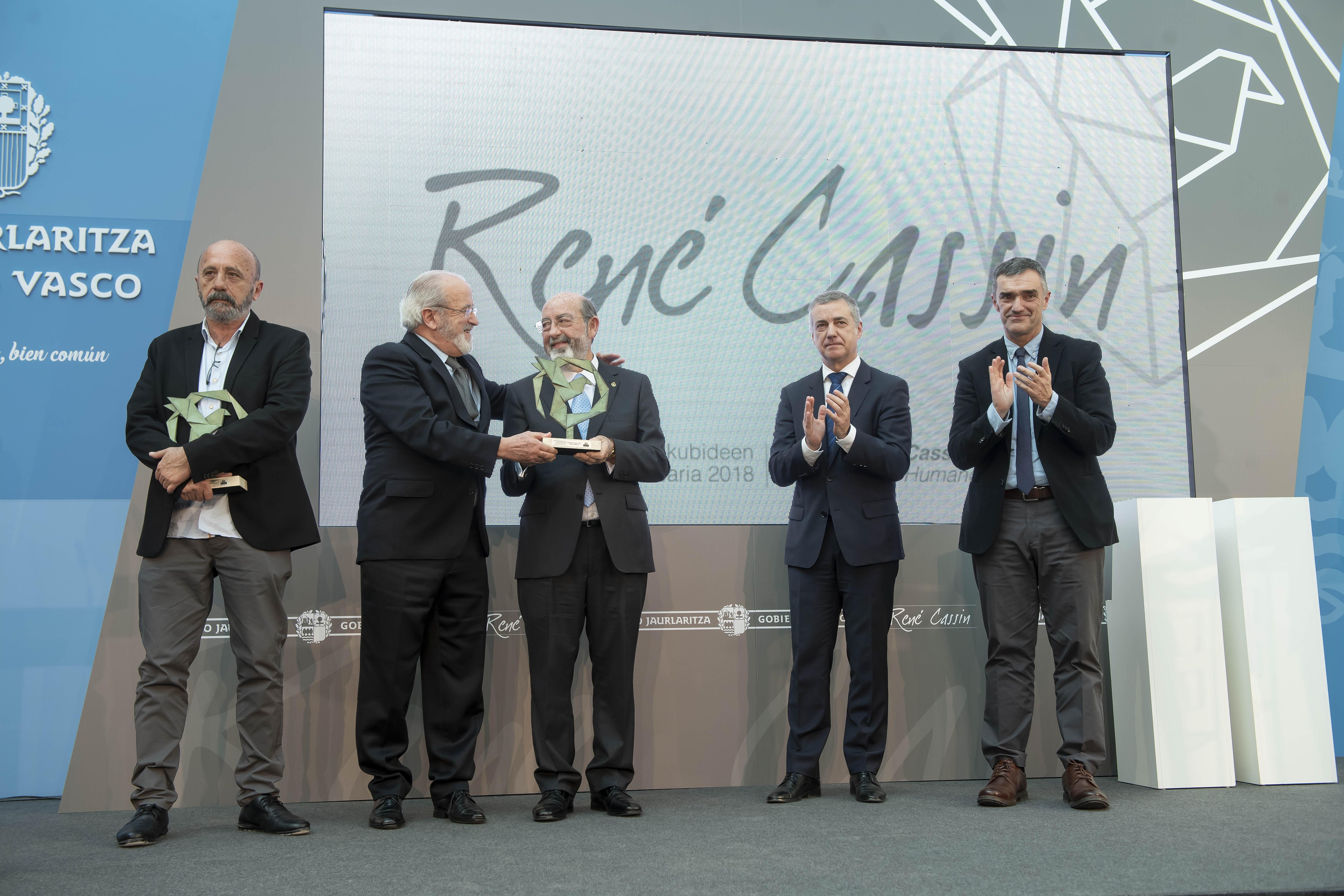 El Lehendakari entrega el Premio René Cassin 2018 a los activistas y defensores de los Derechos Humanos José Palazón y Juan José Aguirre