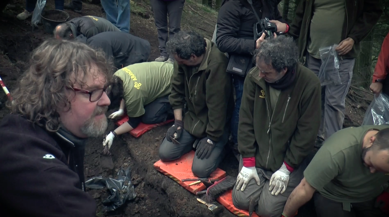 El Lehendakari entrega a sus familiares los restos de cinco milicianos exhumados en Zeanuri