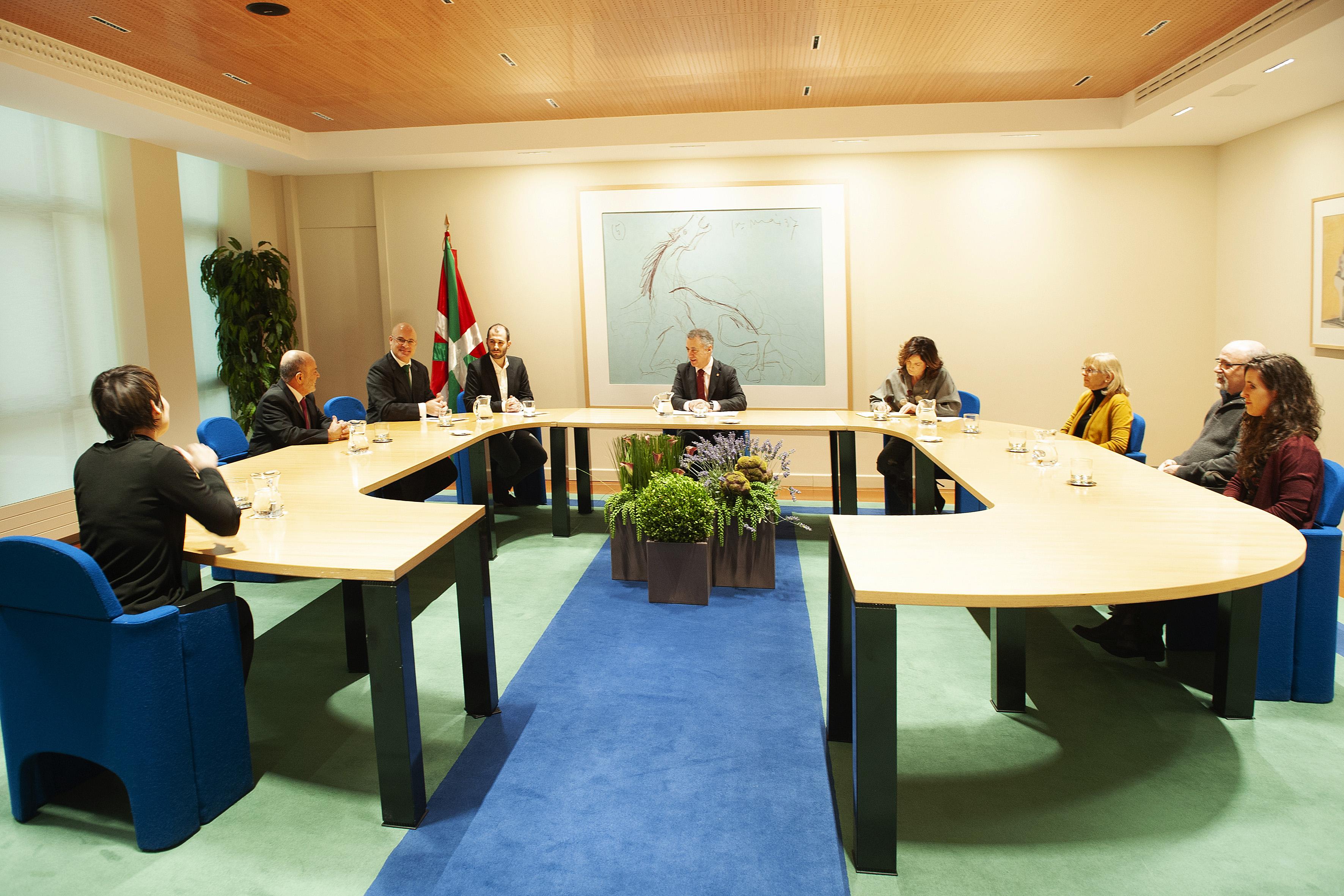 El Lehendakari recibe a responsables de Euskal Gorrak