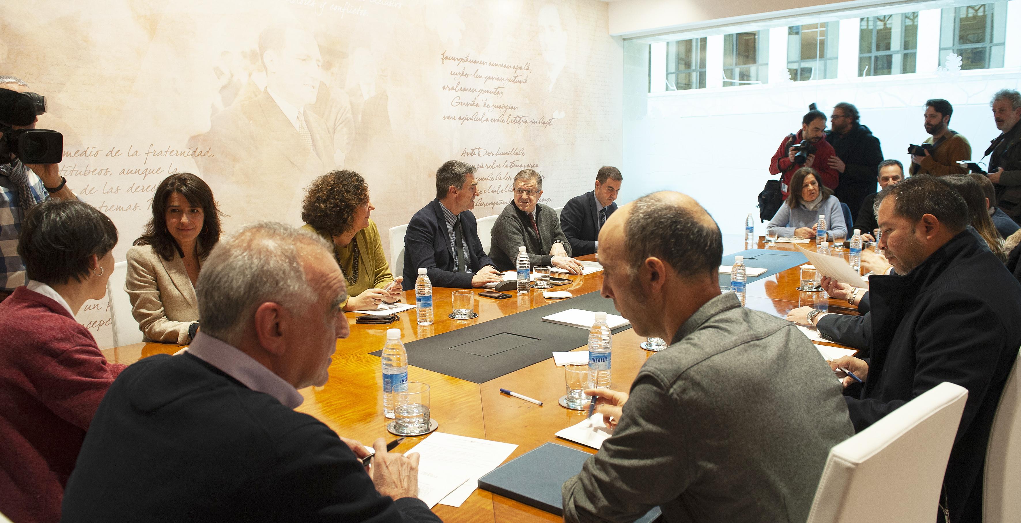 El Gobierno presenta al Consejo Vasco de Participación de Víctimas del Terrorismo la Propuesta para el diálogo sobre las aportaciones al material didáctico Herenegun