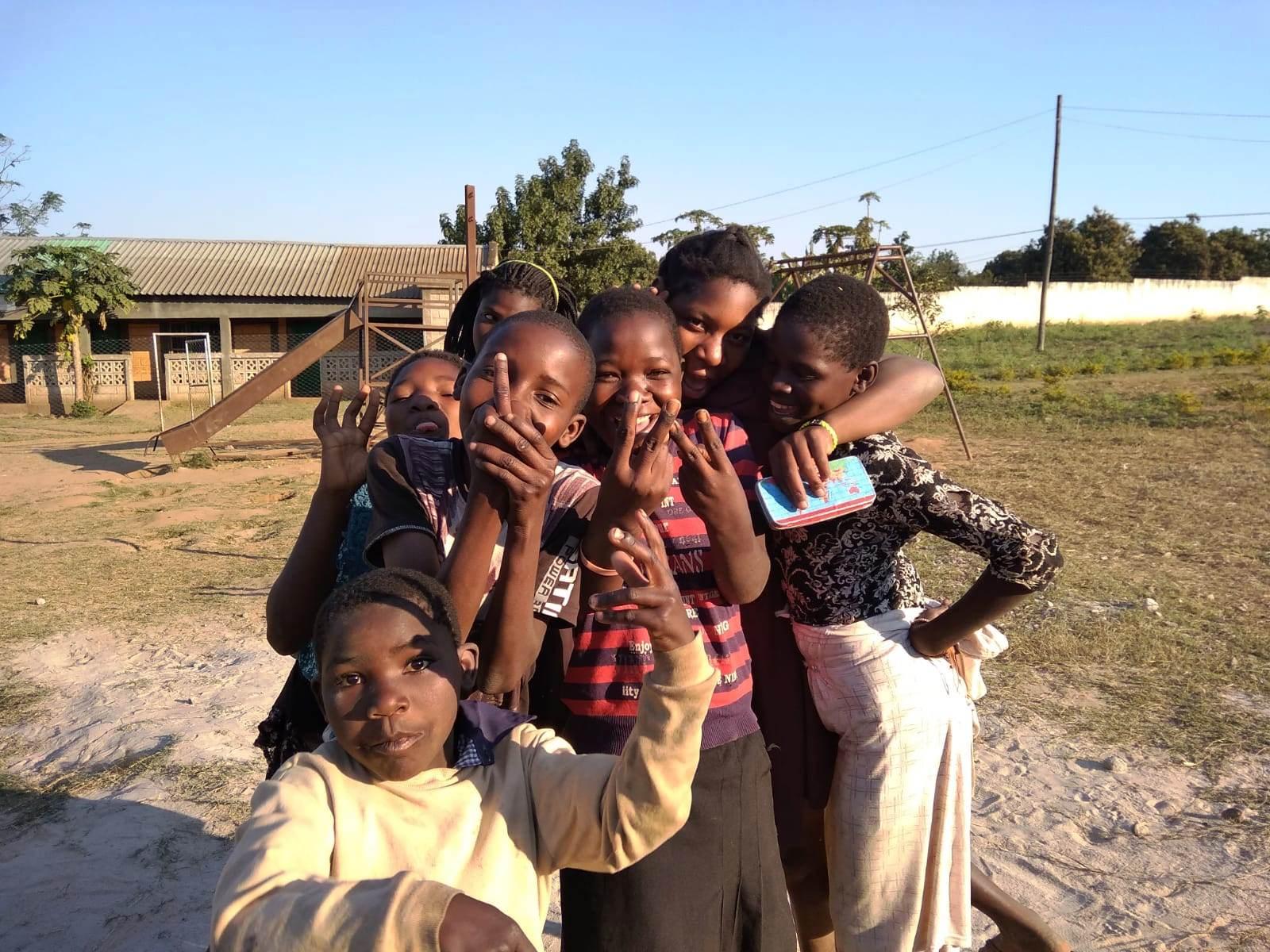 08_08_18_Eva_MARTINEZ_y_Amanda_con_Haurralde_en_Mozambique_-_Chimoio__2_.jpg
