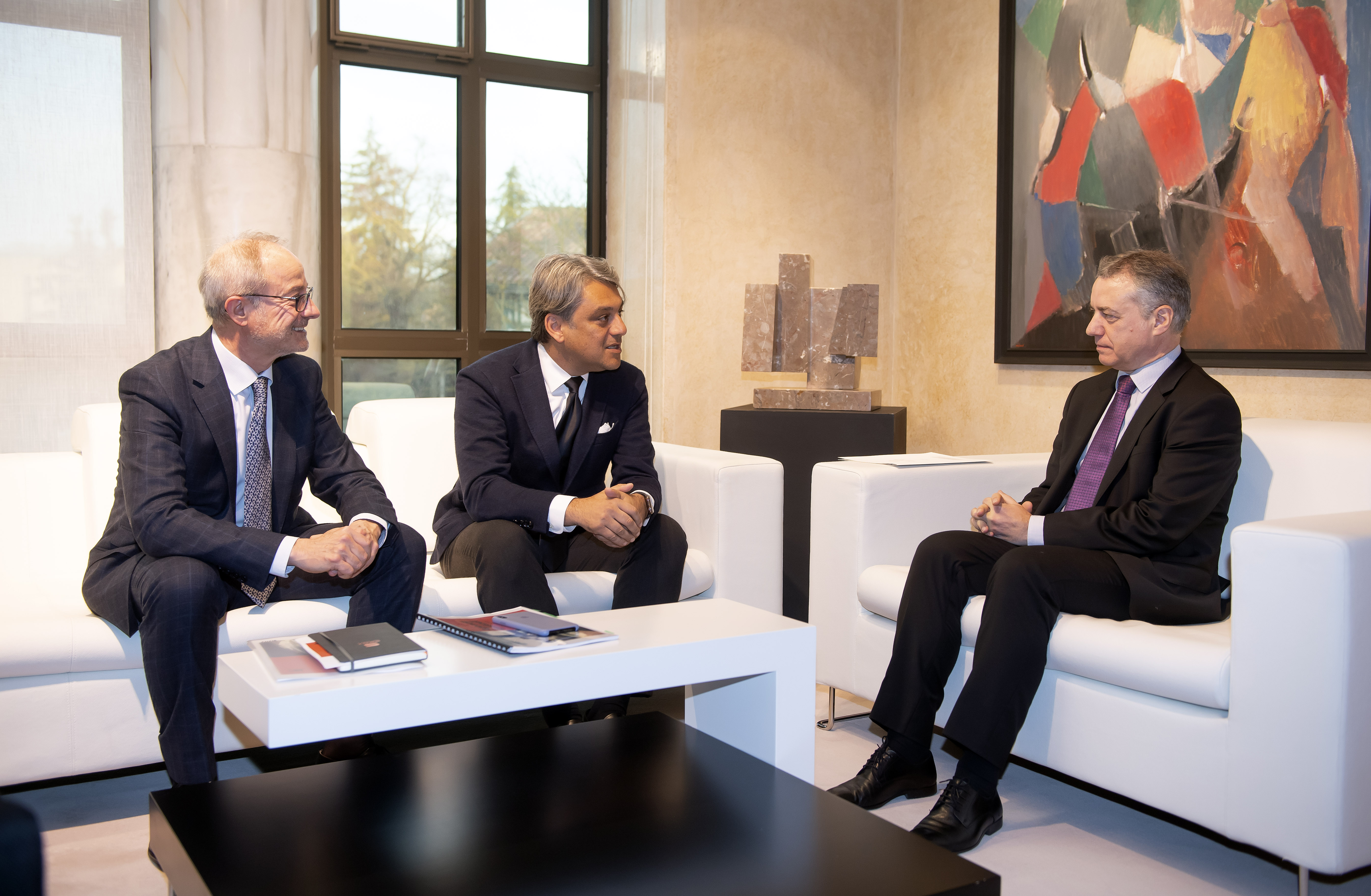 Lehendakariak Luca de Meo SEATenpresidente eta Espainiako Wolkswagen taldearen arduradun nagusia hartu du