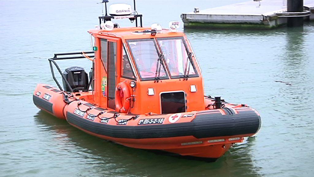 El Departamento de Seguridad entrega una nueva embarcación de salvamento a la Cruz Roja del Mar