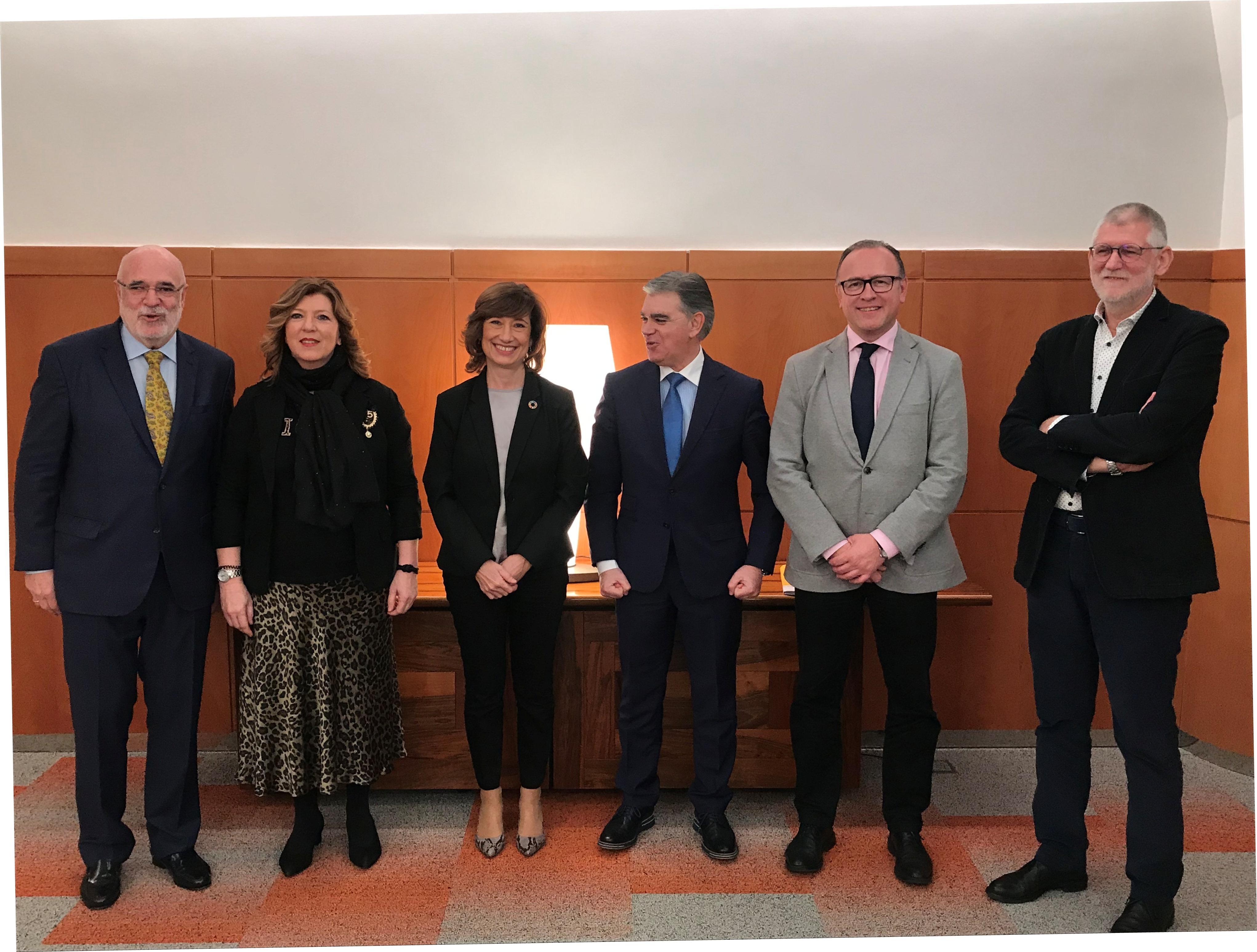 Los Gobiernos central y vasco colaborarán para que, en aquellas localidades sin oficinas del SEPE, sean las delegaciones de Lanbide las que tramiten esas gestiones