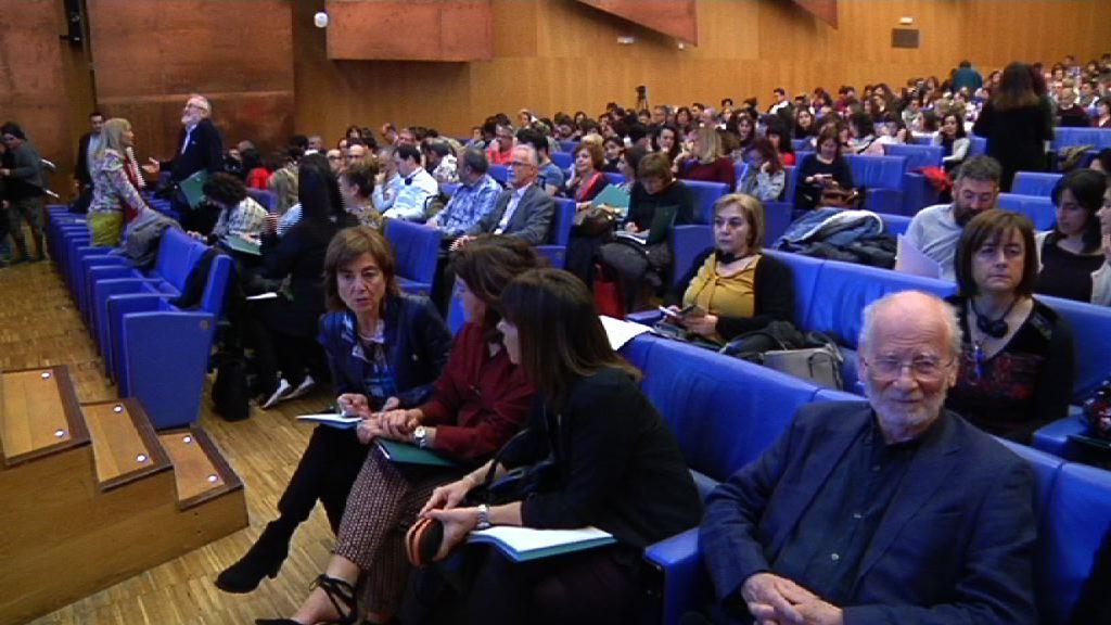 """Cristina Uriartek hasiera eman die """"Eskola abian: inklusioaren eta berdintasunaren bidean"""" jardunaldiei"""