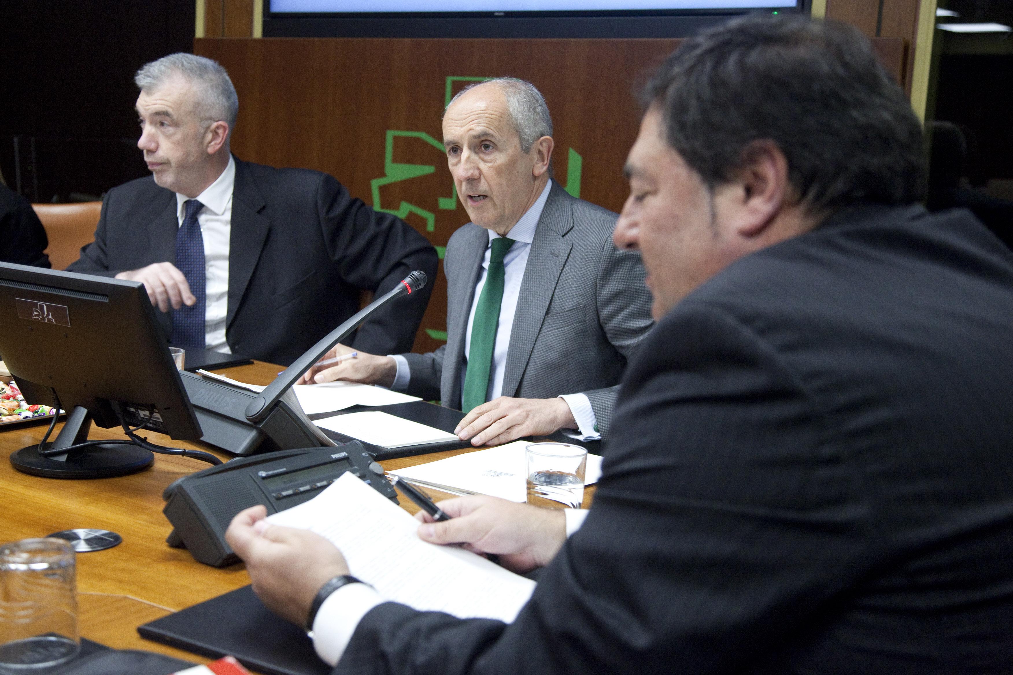 Erkoreka explica, en el Parlamento, la nueva Ley de Potestad Sancionadora de todas las administraciones públicas de Euskadi