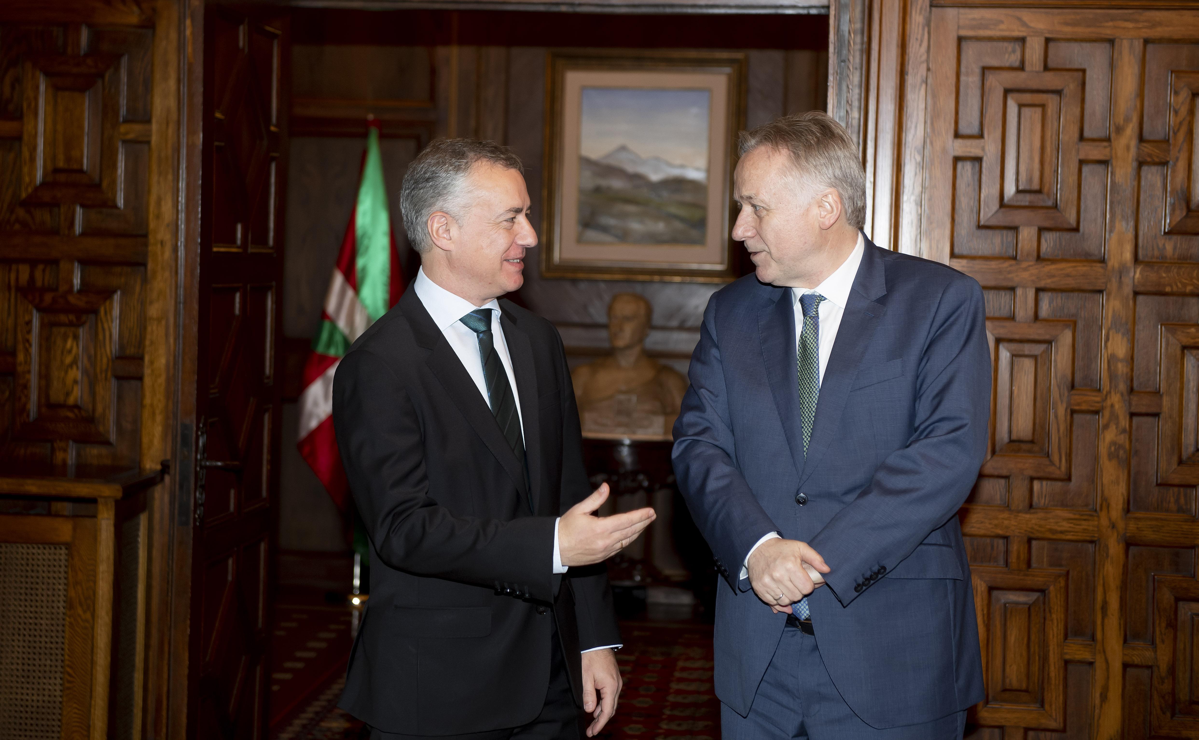 El Lehendakari recibe al Embajador de Noruega