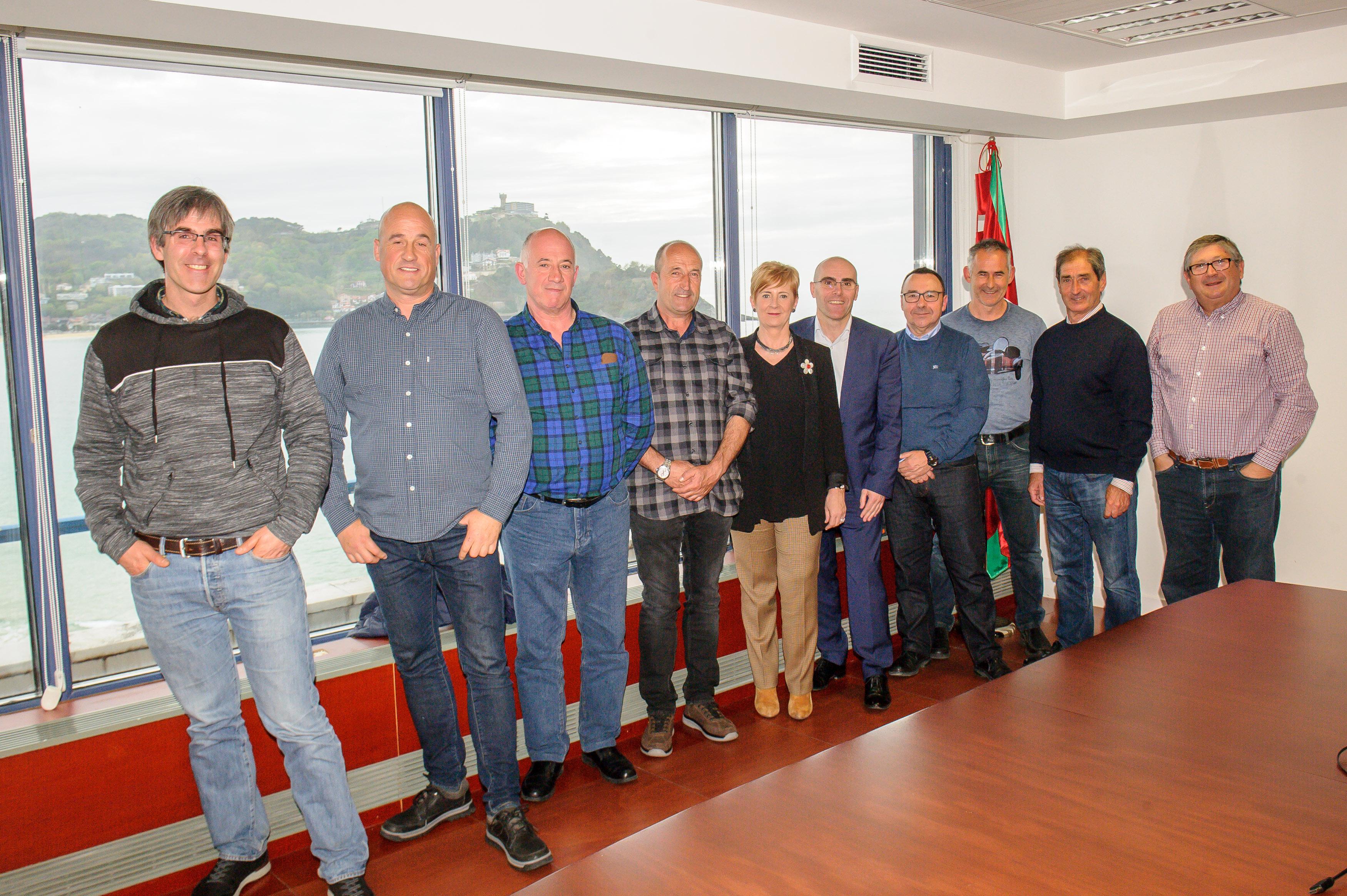 El Gobierno Vasco apoya al sector pesquero en su petición de que se mantenga el reparto actual de las cuotas de verdel