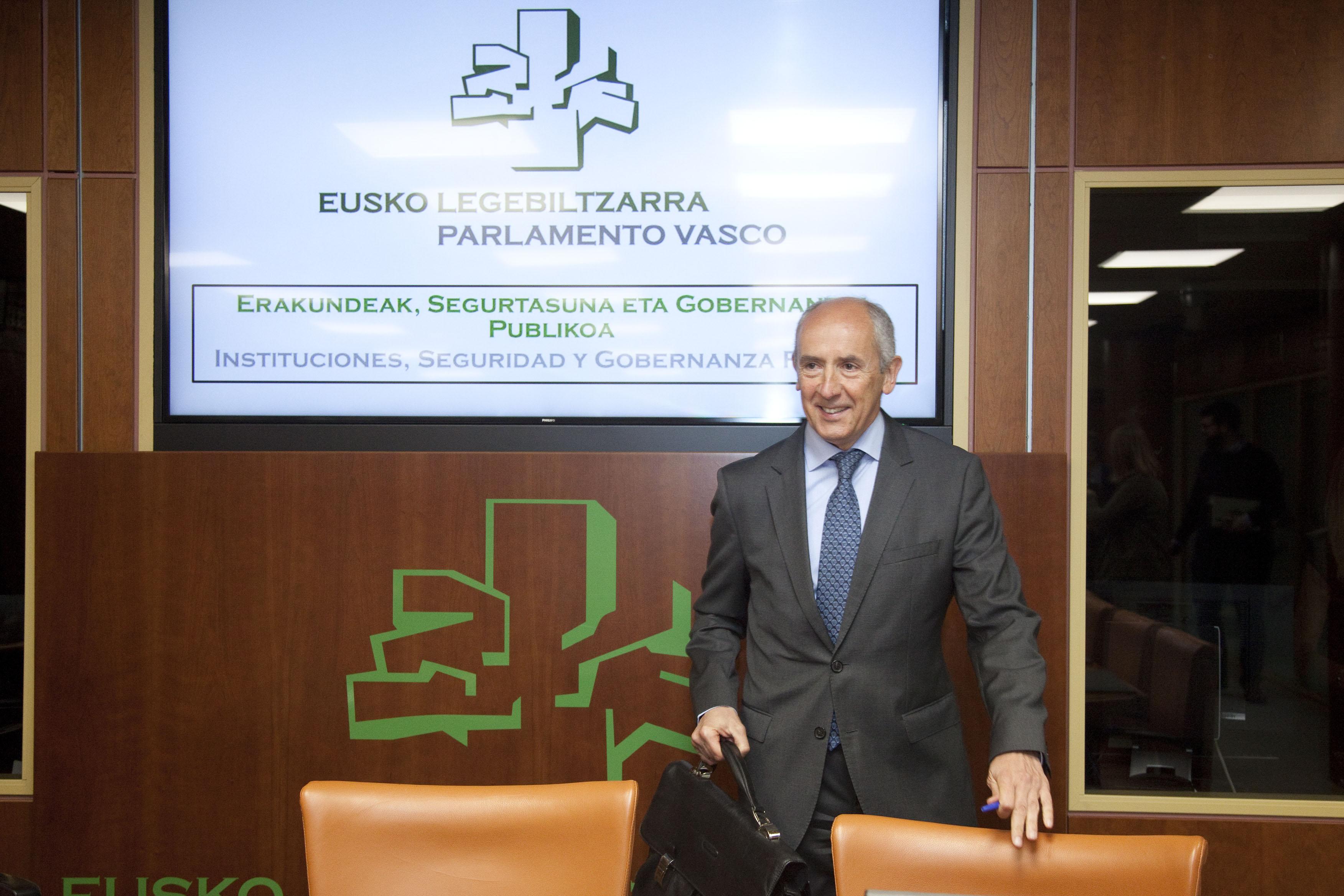 Erkoreka explica en el Parlamento la nueva ley del procedimiento de elaboración de las disposiciones de carácter general
