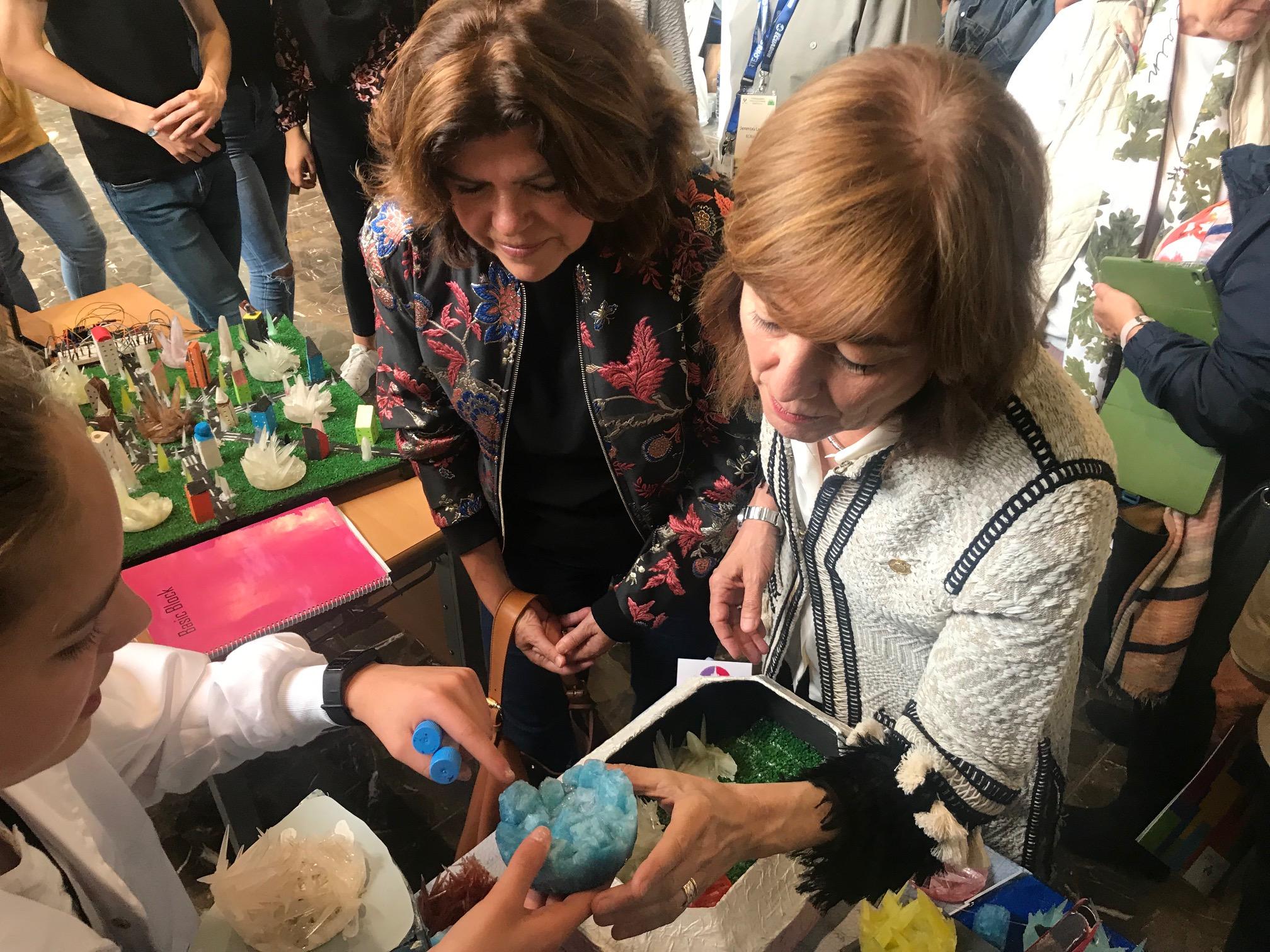 Cristina Uriarte, en la final del IV. Concurso de Cristalización en la Escuela del País Vasco, subraya la importancia de fomentar la vocación científica del alumnado joven