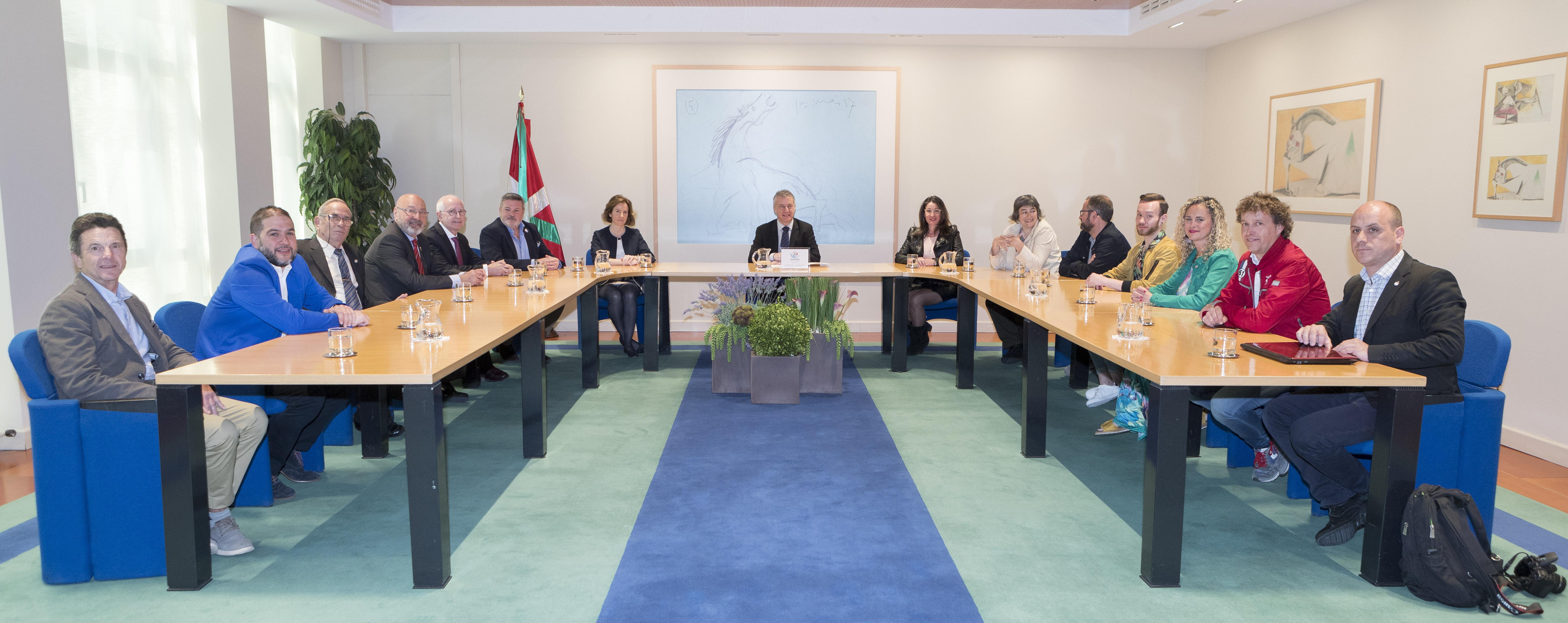 El Lehendakari recibe a una representación de la Asociación de Comerciantes del Casco Viejo de Bilbao