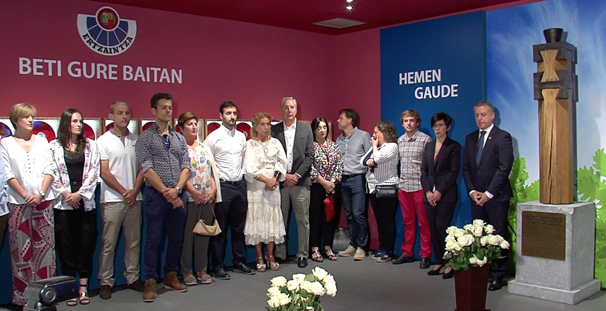 Lehendakariak 'Hemen Gaude', Arkauteko Euskal Poliziaren Museoan ETAren biktima izandako ertzainak betiko gogoan izateko gune berria, inauguratu du