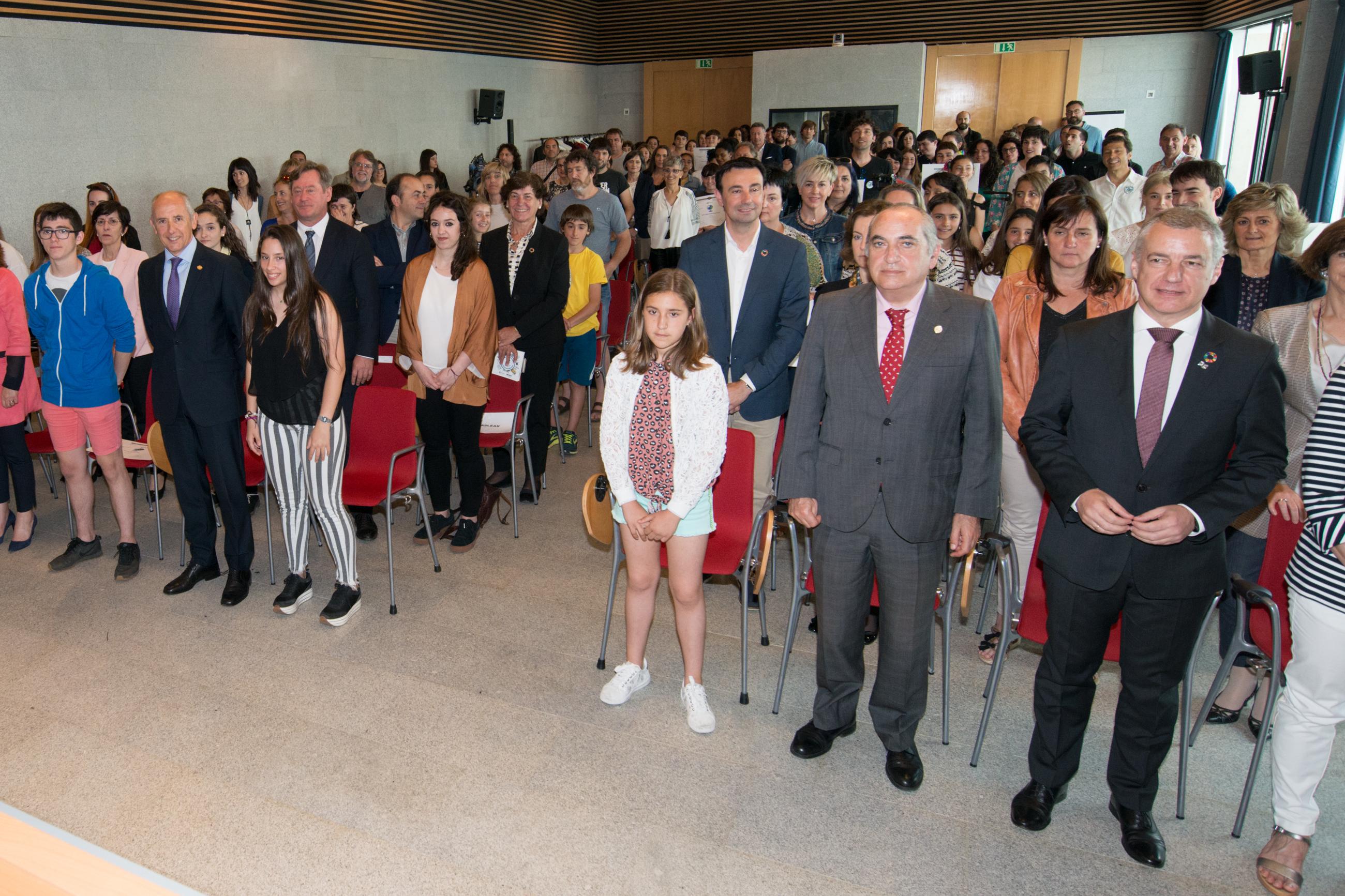 """El Lehendakari felicita a la juventud por su defensa del planeta en un acto con las 22 nuevas """"Escuelas Sostenibles"""" del País Vasco"""