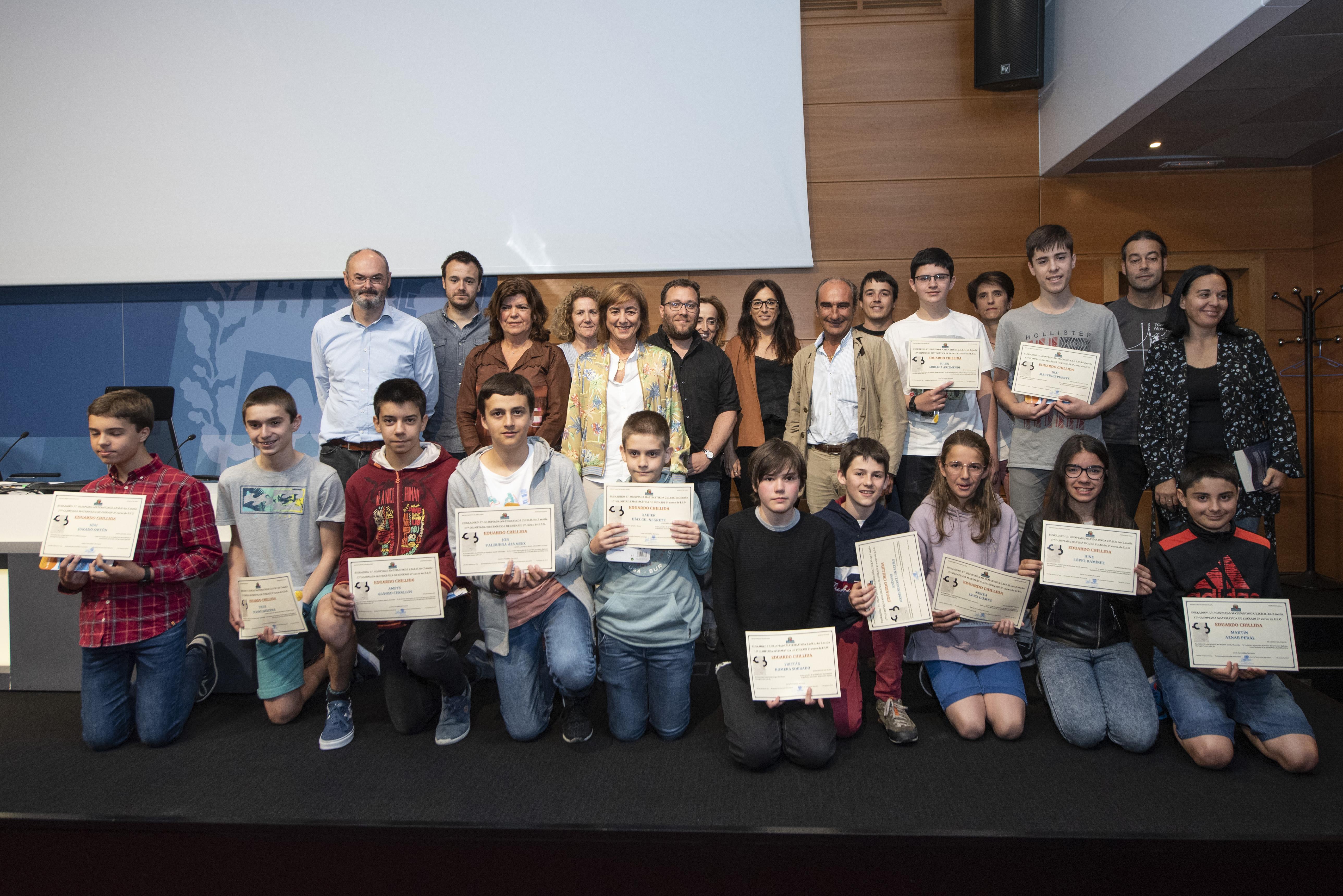 Cristina Uriarte entrega los premios de la XVII Olimpiada Matemática Eduardo Chillida