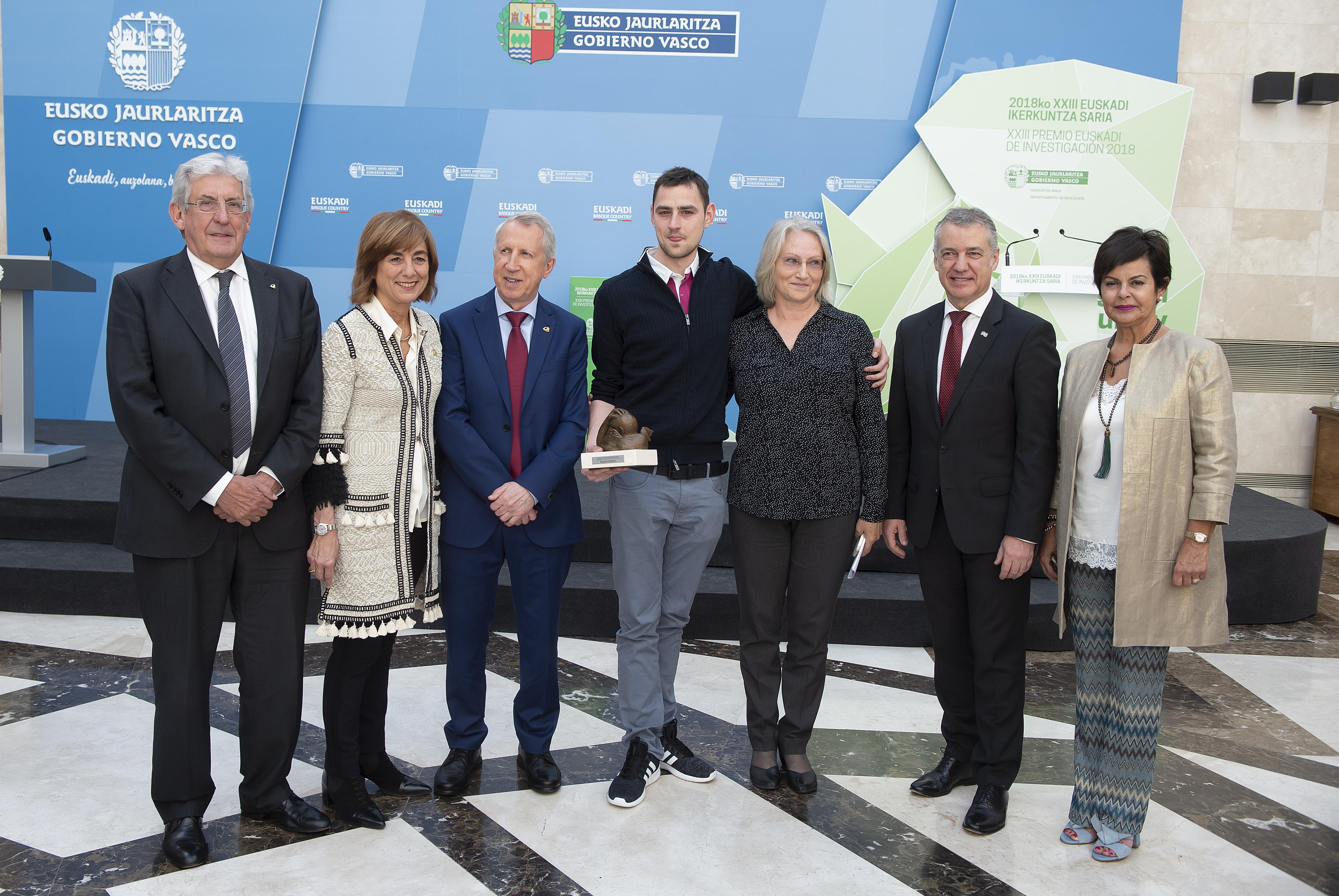 El Lehendakari entrega el Premio Euskadi de Investigación 2018 al físico Eugene Chulkov