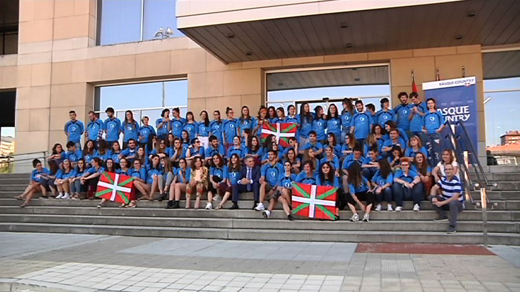 """Artolazabal a la Juventud Vasca Cooperante: """"Lo que haréis en vuestro voluntariado para el desarrollo humano en Asia, África y América, luego lo aplicaréis en nuestra sociedad aquí en Euskadi"""""""