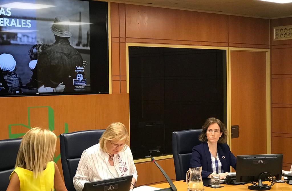Kontsumitzaileen Estatutuaren Legea sortuko dela iragarri du Sonia Pérez Ezquerra sailburuak Legebiltzarrean egin duen agerraldian