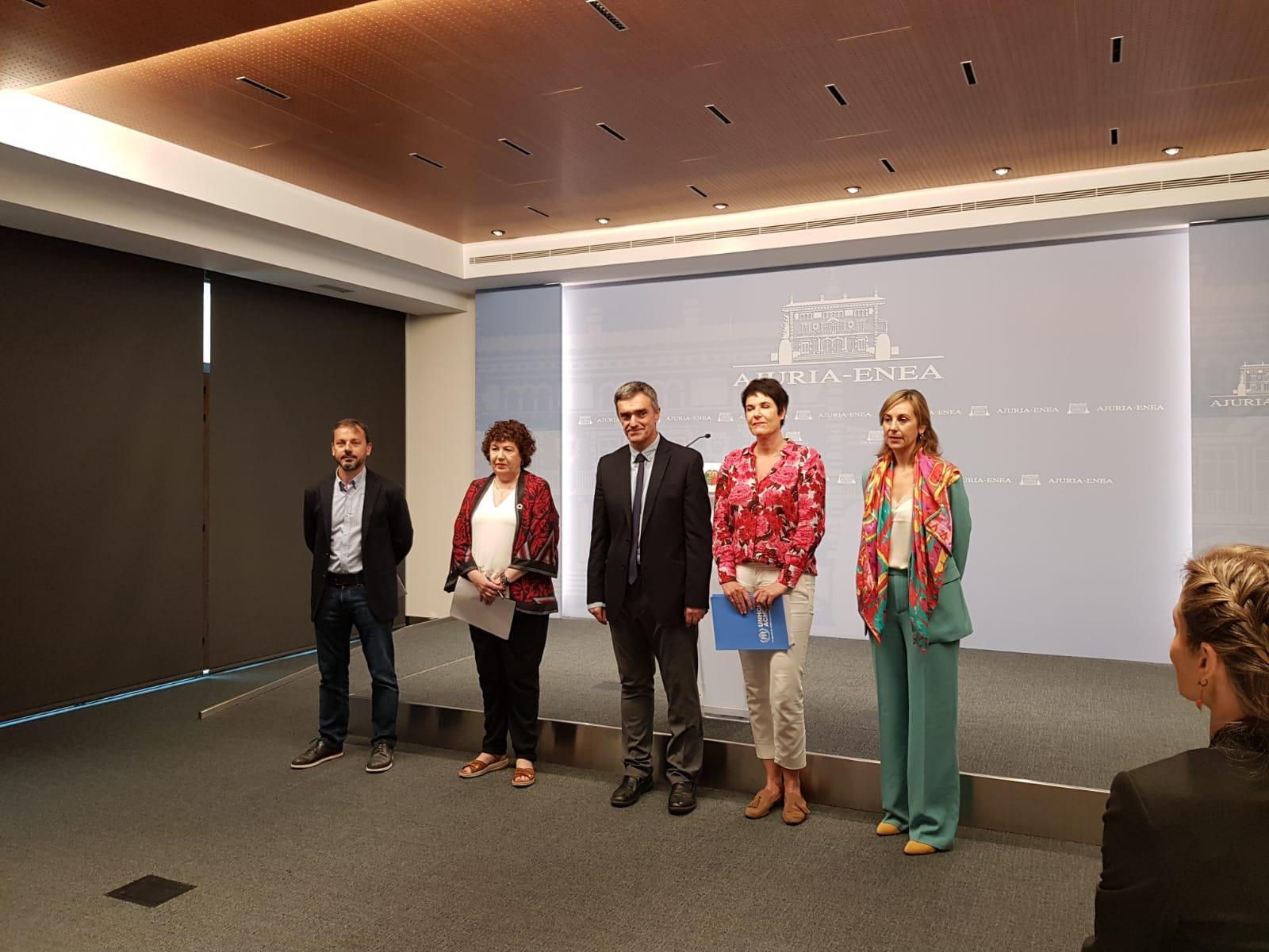 Eusko Jaurlaritzak, Espainiako Gobernuak, UHCRrek, Euskadiko Caritasek eta Euskal Herriko Jesuiten Plataformak hitzarmen bat sinatu dute errefuxiatuak hartzeko, Babes Komunitarioaren bidez