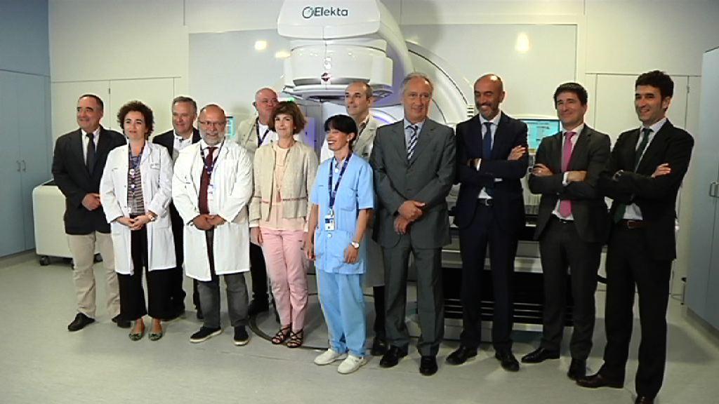 La OSI Araba instala el cuarto acelerador de última generación para el tratamiento oncológico de los 5 previstos en el acuerdo con la Fundación Amancio Ortega