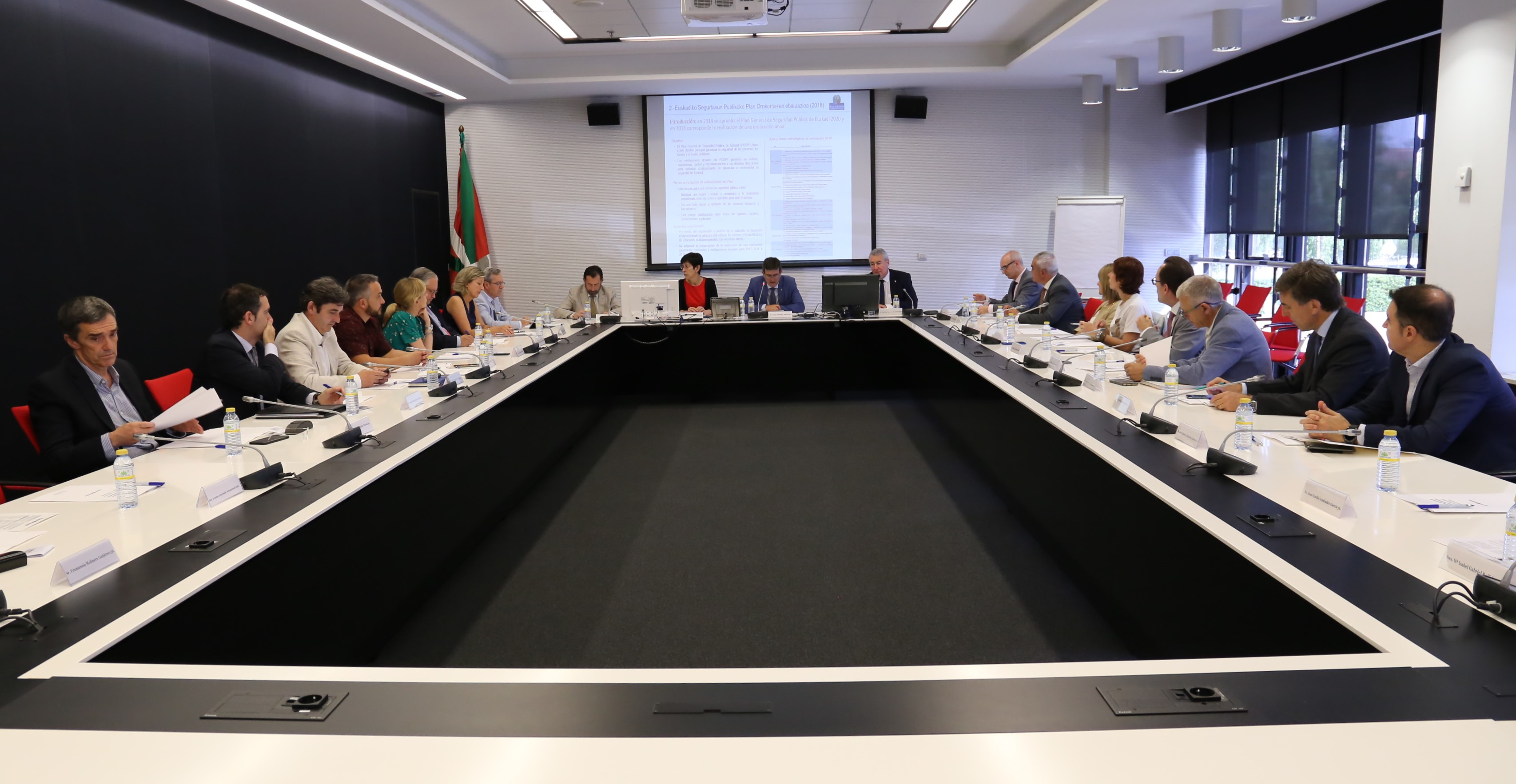 Euskadiko Segurtasun Publikoaren Kontseiluak urteko bilera egin du plana, delinkuentziaren estatistikak eta Euskadiko Poliziaren Legearen erreforma aztertu eta ebaluatzeko