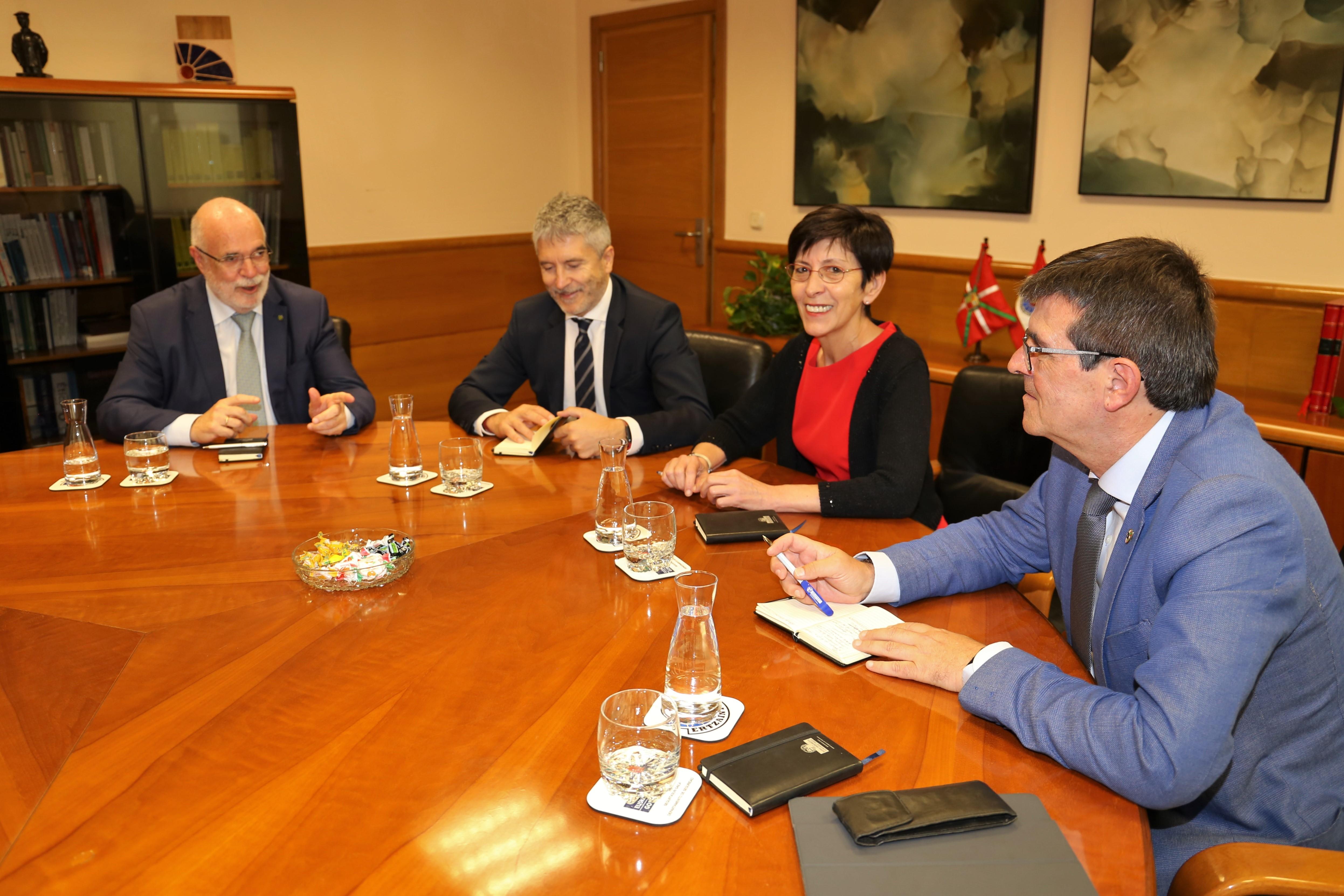 La Consejera de Seguridad, Estefanía Beltrán de Heredia y el Ministro del Interior, Fernando Grande-Marlaska se reúnen en Lakua