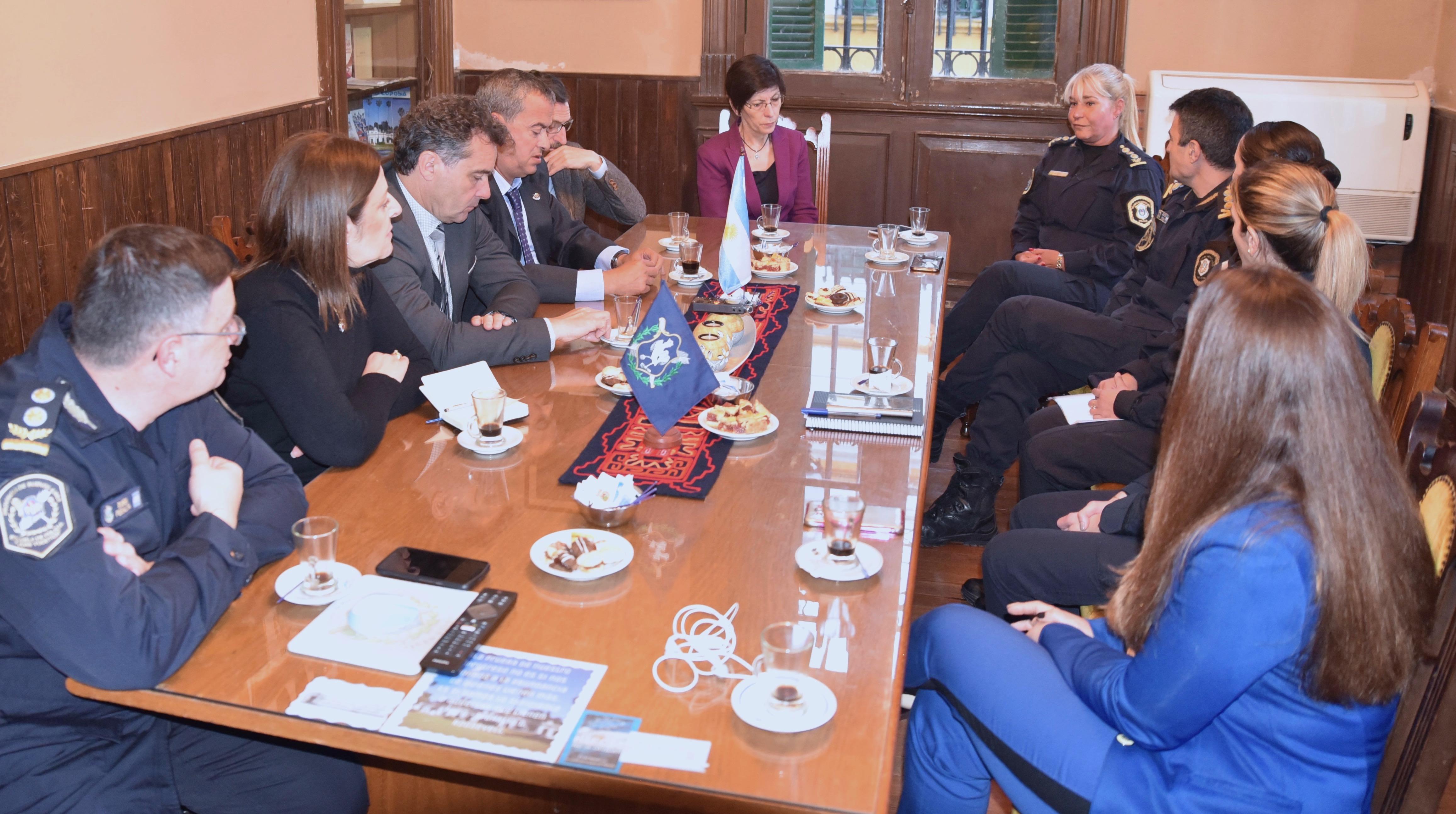 La Consejera de Seguridad visita los centros de formación policial de la Provincia de Buenos Aires