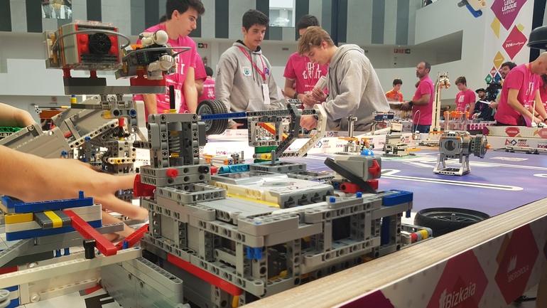 Ikasleak First Lego League Euskadi eta Zientzia Azokaren azken edizioetan