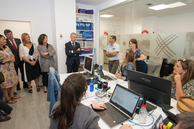 """Lehendakari: """"La fórmula más formación significa más empleo de calidad funciona, especialmente en la integración de personas en situación de exclusión social"""""""