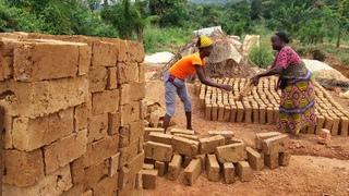 Desplazadas construyendo hogar rca