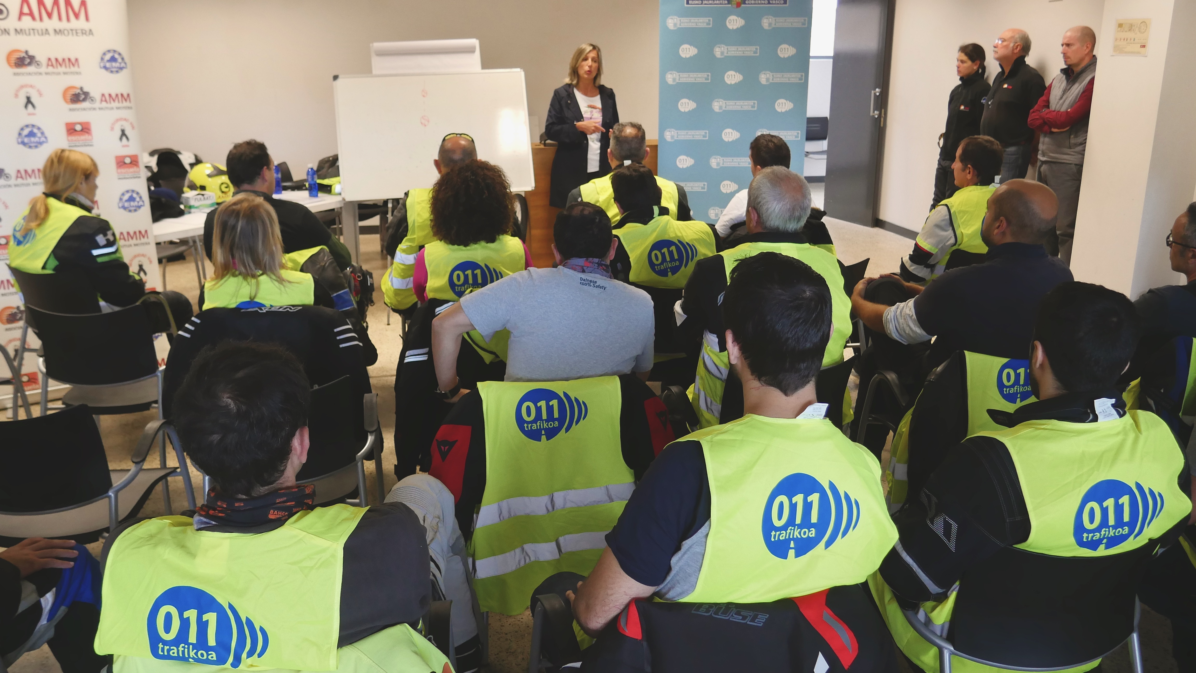 Ehun motozalek parte hartu dute Eusko Jaurlaritzak eta Nafarroako Gobernuak Los Arcoseko zirkuituan antolatu duten bide-segurtasuneko formakuntza-ekintzan