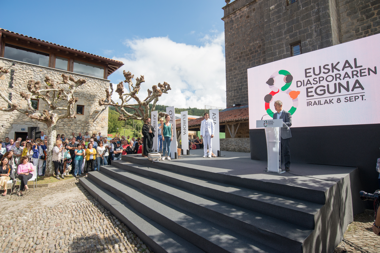 Lehendakariak Euskadiren izaera migratzailea azpimarratu du Euskal Diasporaren Egunean