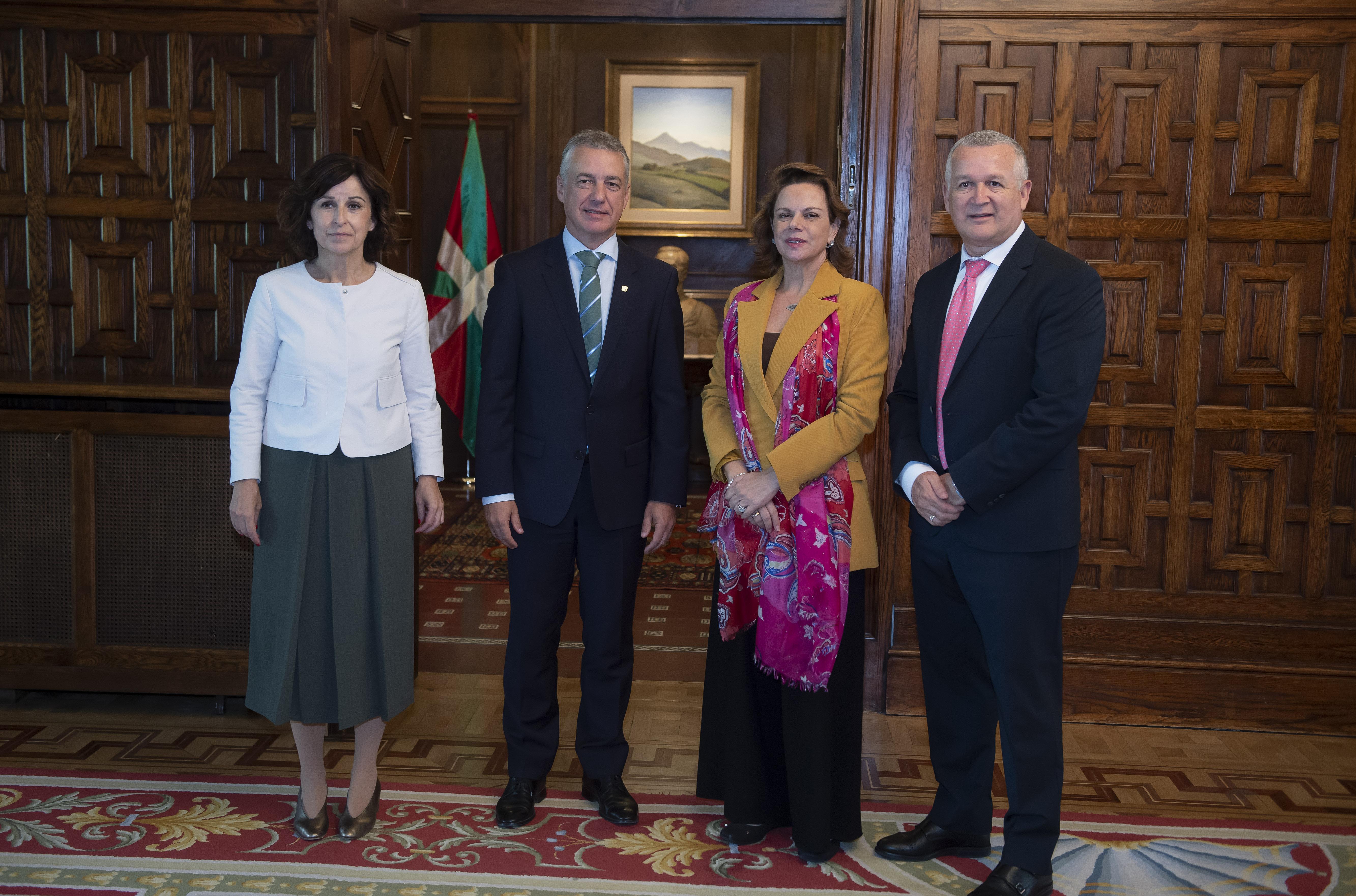 Lehendakariak Costa Ricako enbaxadorea hartu du