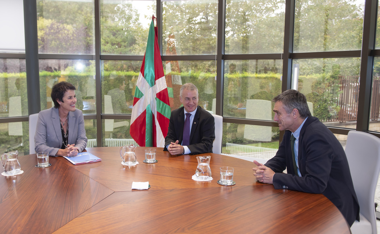 El Lehendakari recibe a la Representante de ACNUR en el estado español, quien agradece al pueblo vasco su solidaridad y compromiso para la puesta en marcha del primer proyecto piloto de acogida a personas refugiadas bajo patrocinio comunitario en Euskadi